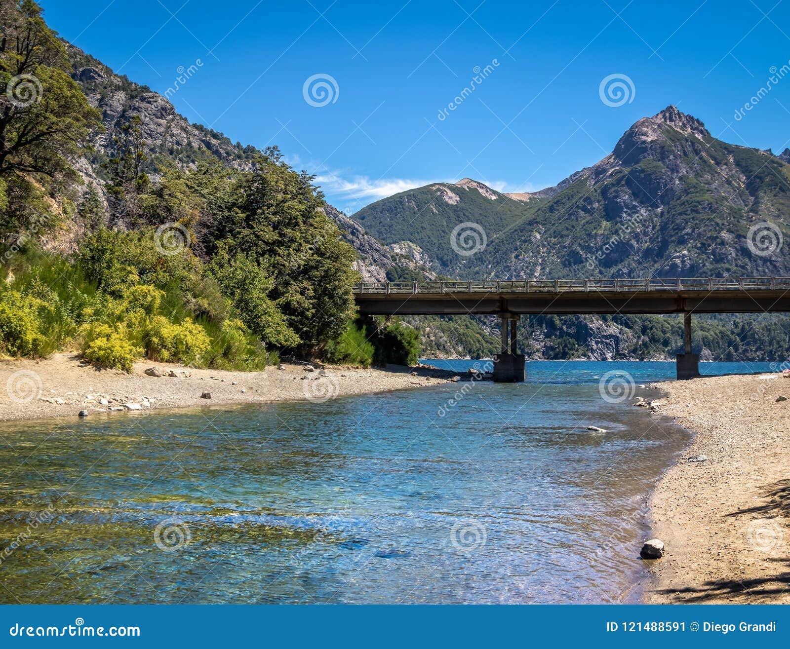 Circuito Chico : Puente de angostura del la de arroyo en circuito chico bariloche