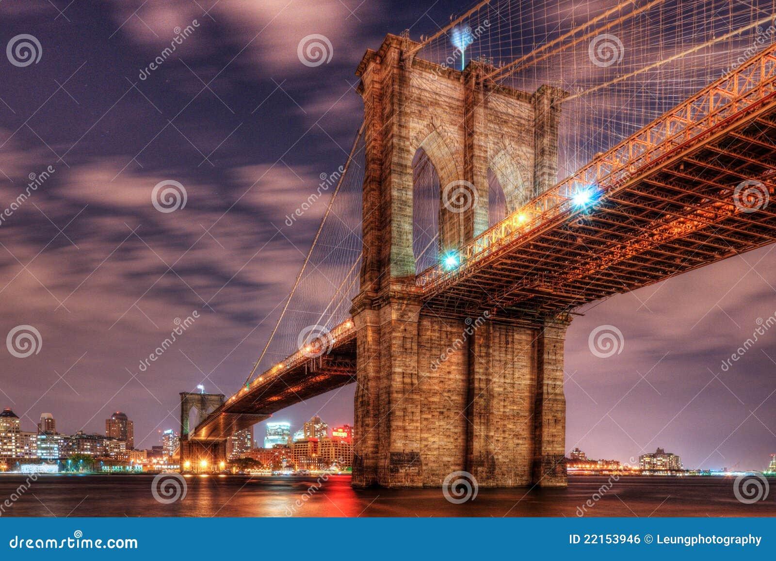 Puente de Brooklyn en la noche