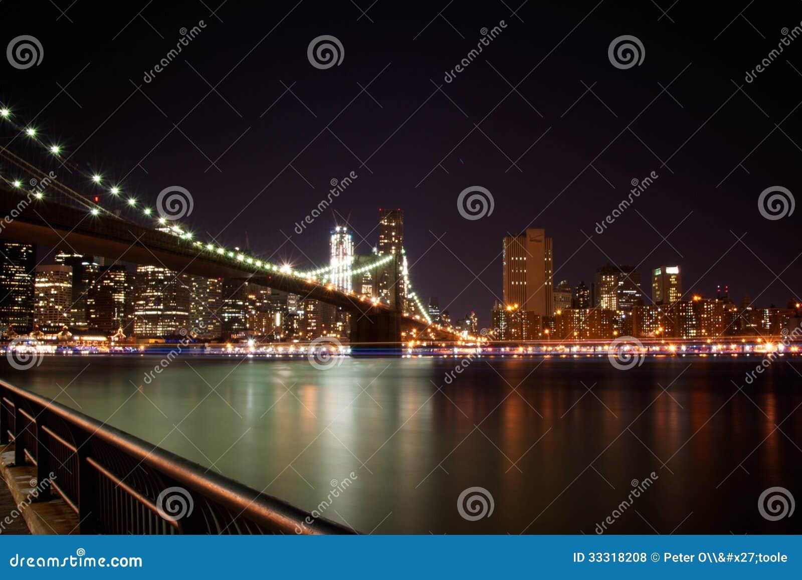 Puente de Brooklyn, Nueva York en la noche