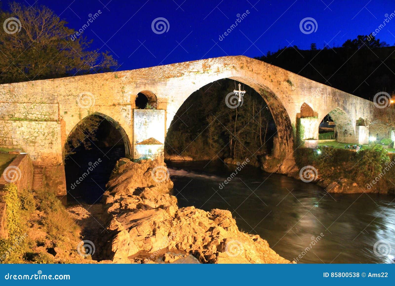 Puente de Cangas De onÃs, Asturias, Hiszpania