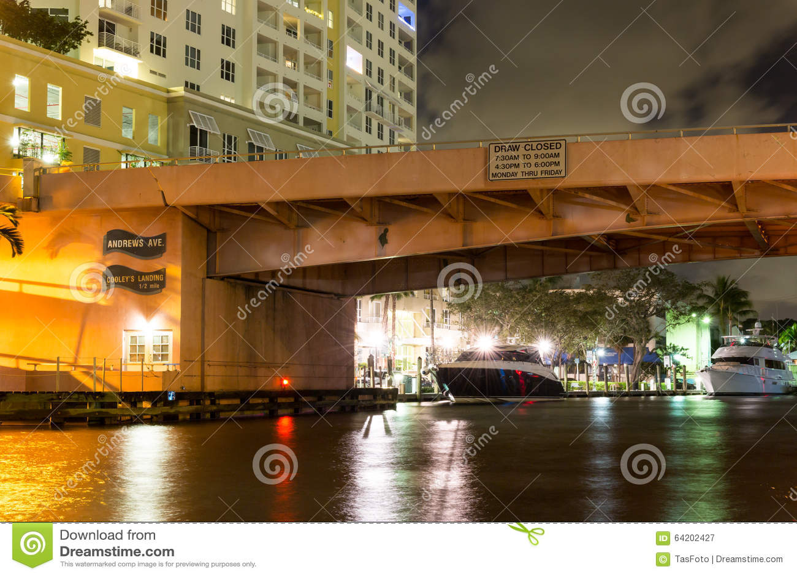 Puente de drenaje en el pie céntrico Lauderdale, la Florida, los E.E.U.U.