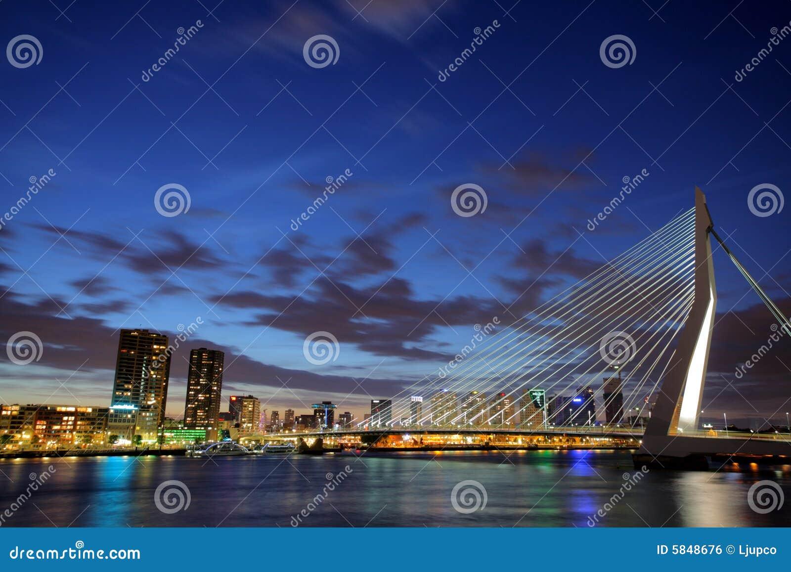Puente de Erasmus, Rotterdam en la noche