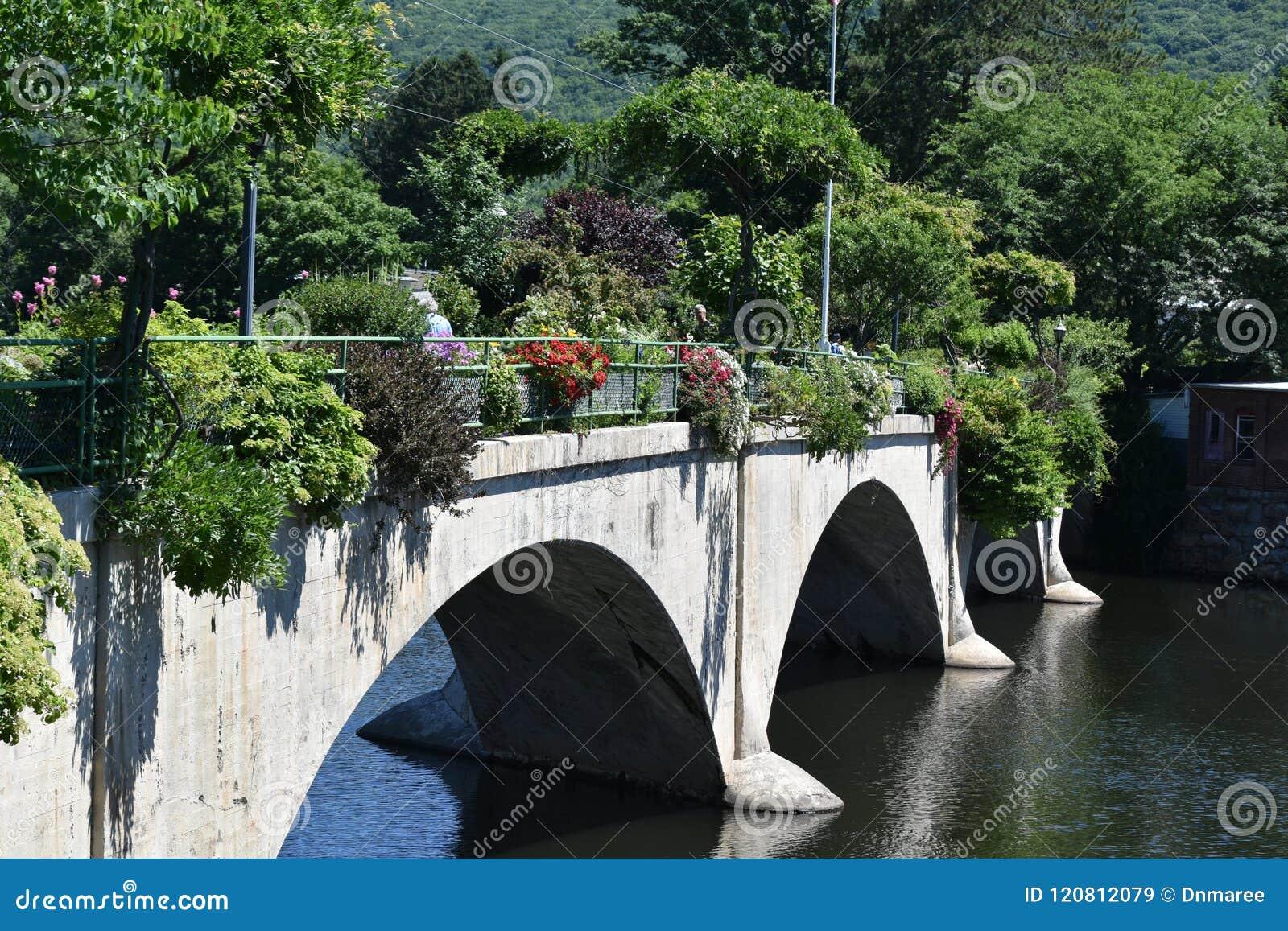 Puente de Fowers, caídas de Shelburne, Franklin County, Massacusetts, Estados Unidos, los E.E.U.U.