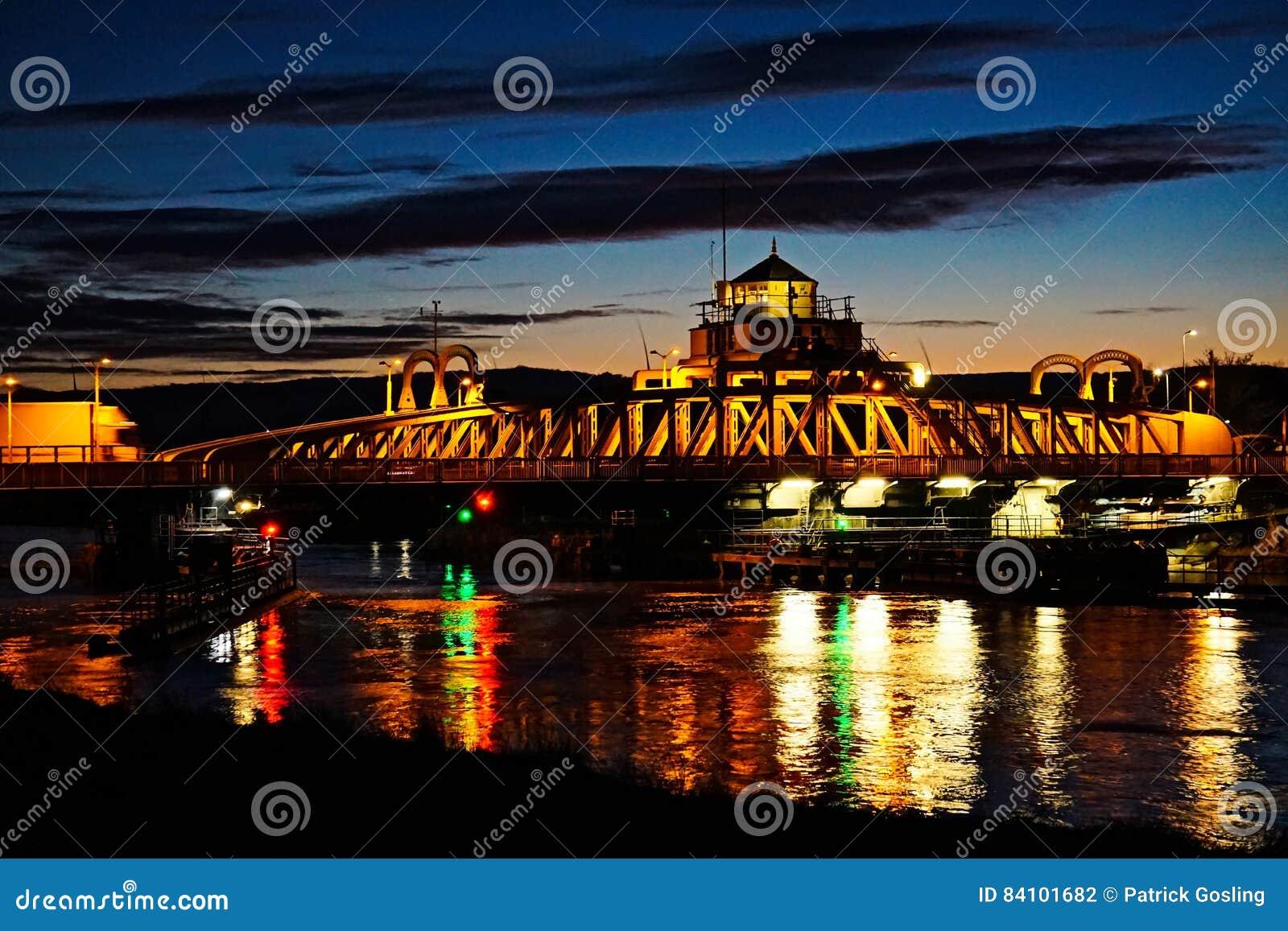 Puente de la escena de la noche