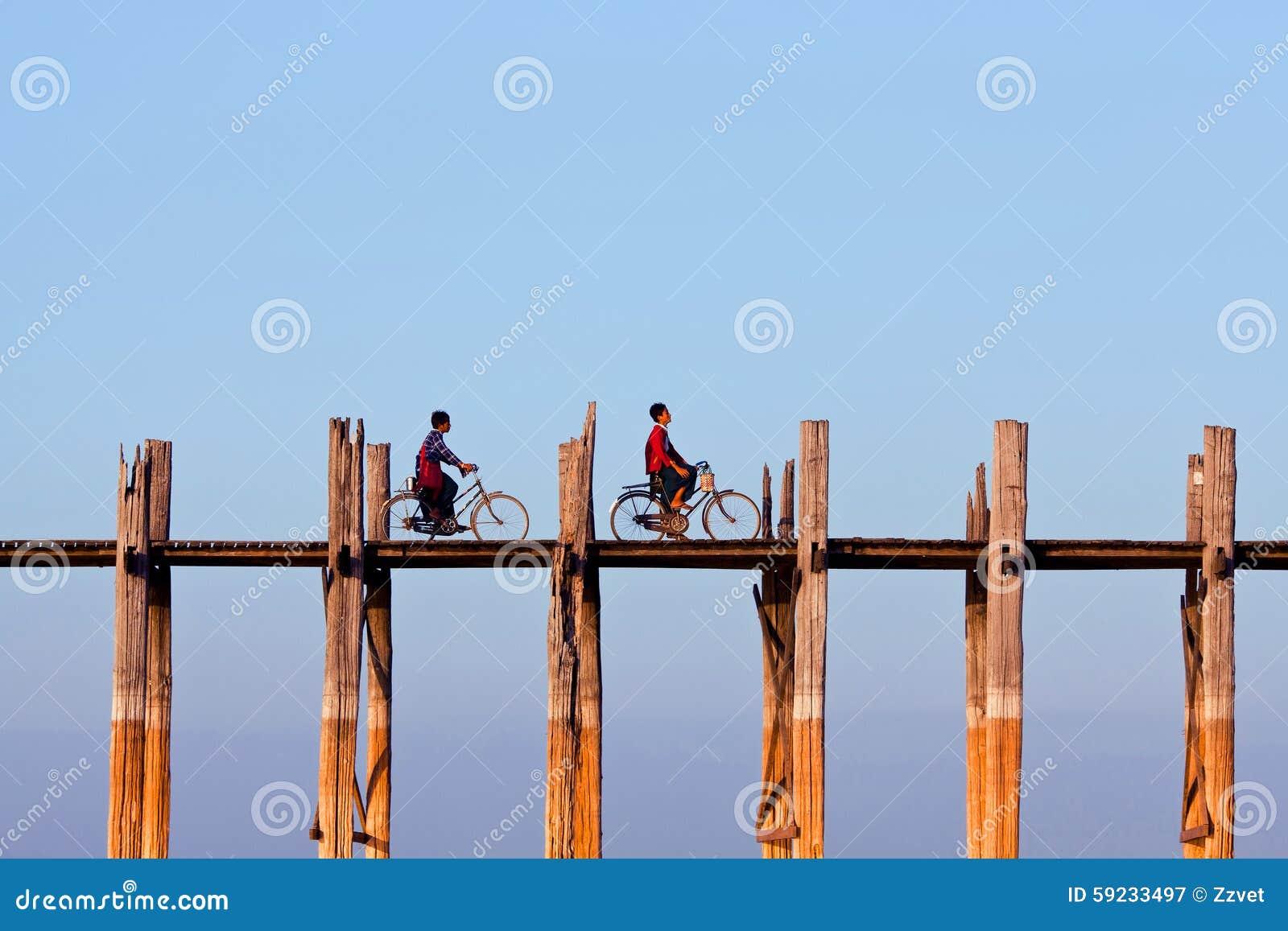 Puente de la teca de U Bein en Amarapura, Myanmar