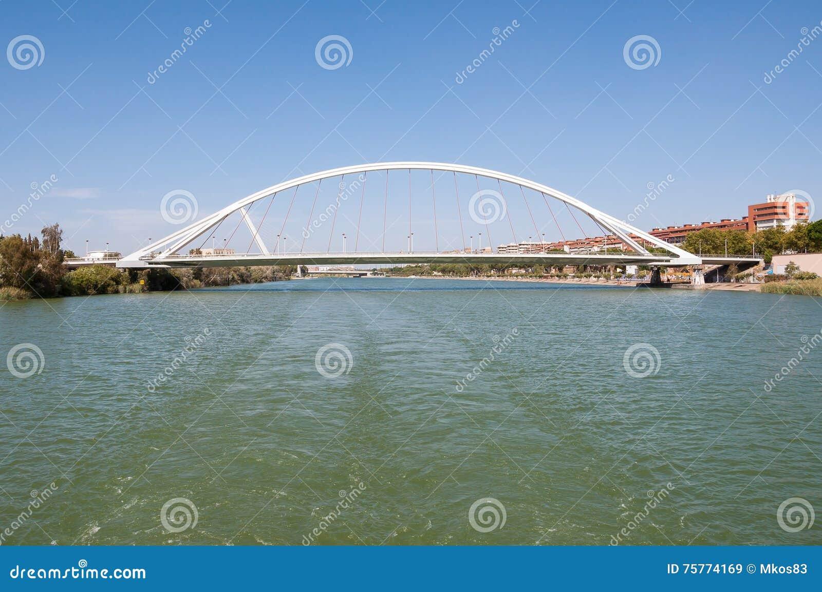 Puente De Los angeles Barqueta nad Guadalquivir rzeką w Seville
