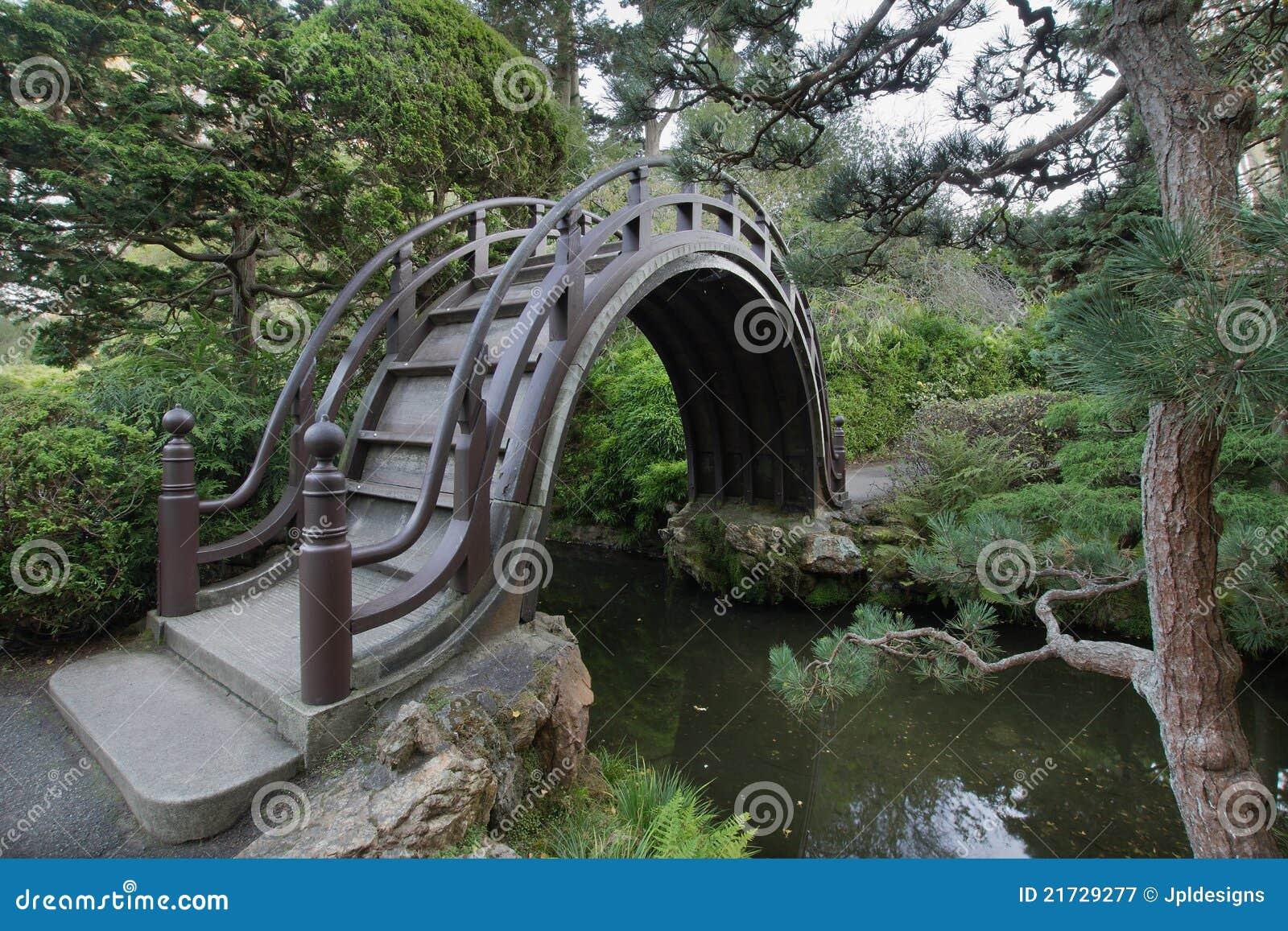 Puente de madera en el jard n japon s fotograf a de for Jardin japones hagiwara de san francisco