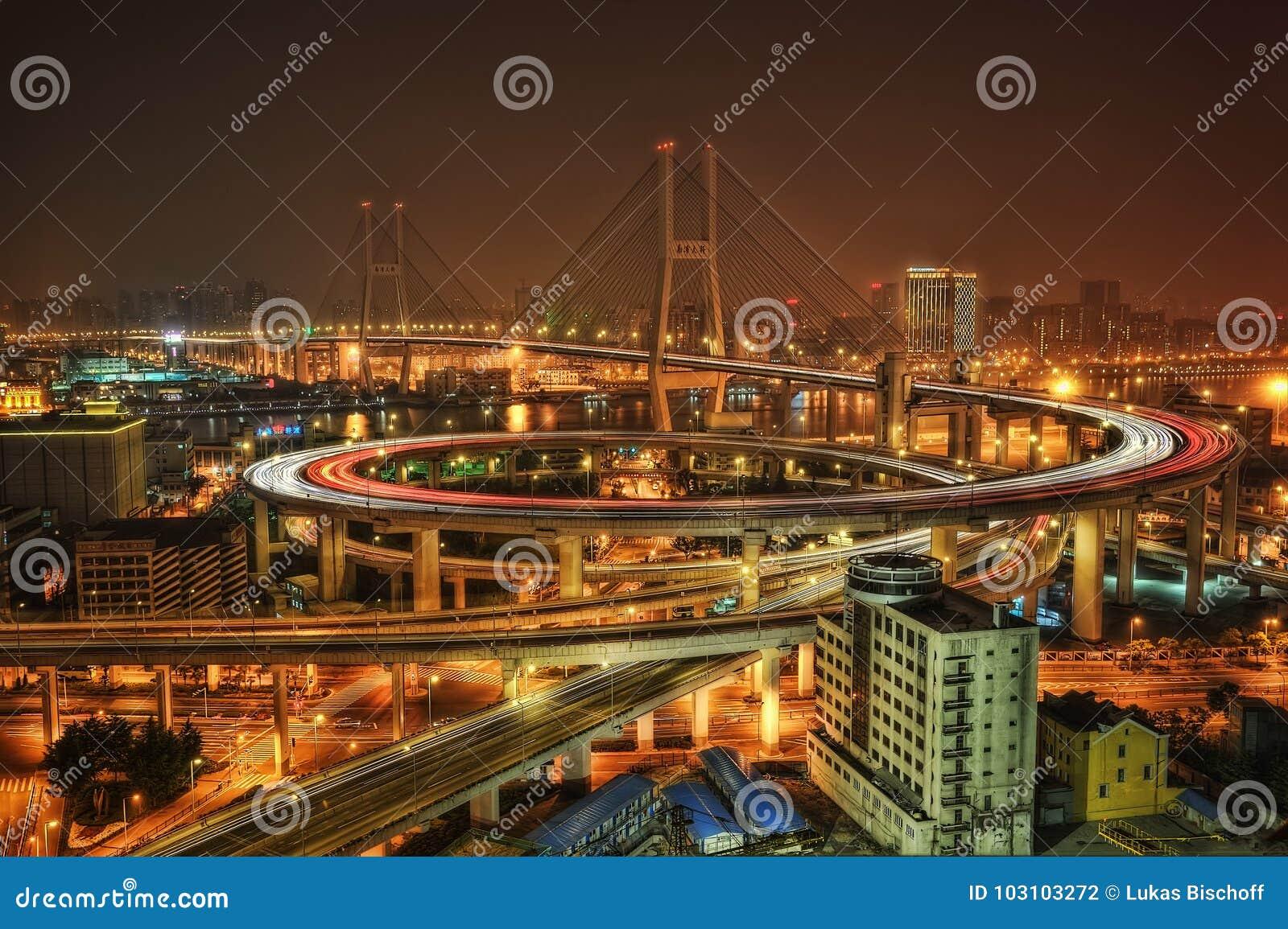 Puente de Nanpu del horizonte de Shangai