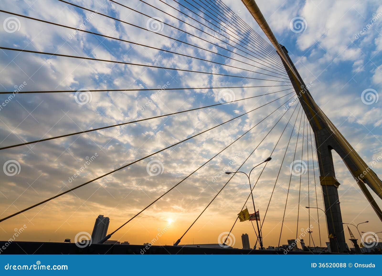 Puente de Rama 8 en Tailandia