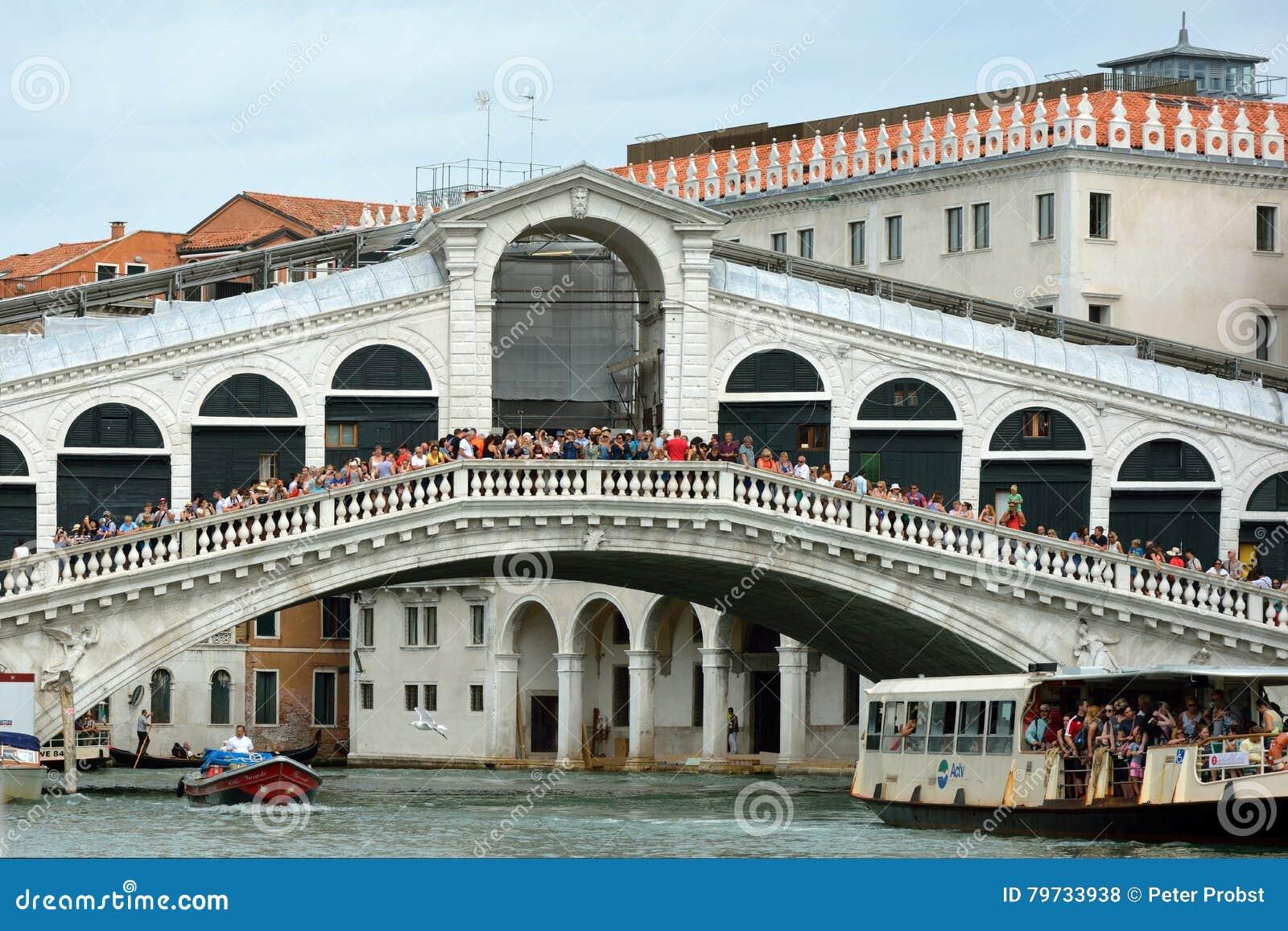 Puente de Rialto en Venecia - Italia