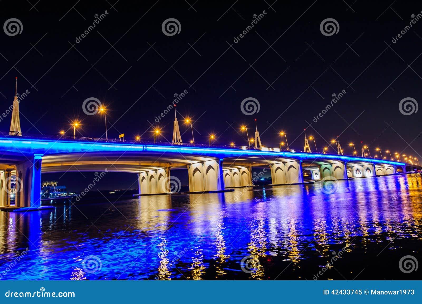 Puente de travesía de la bahía de Biseness, Dubai, UAE