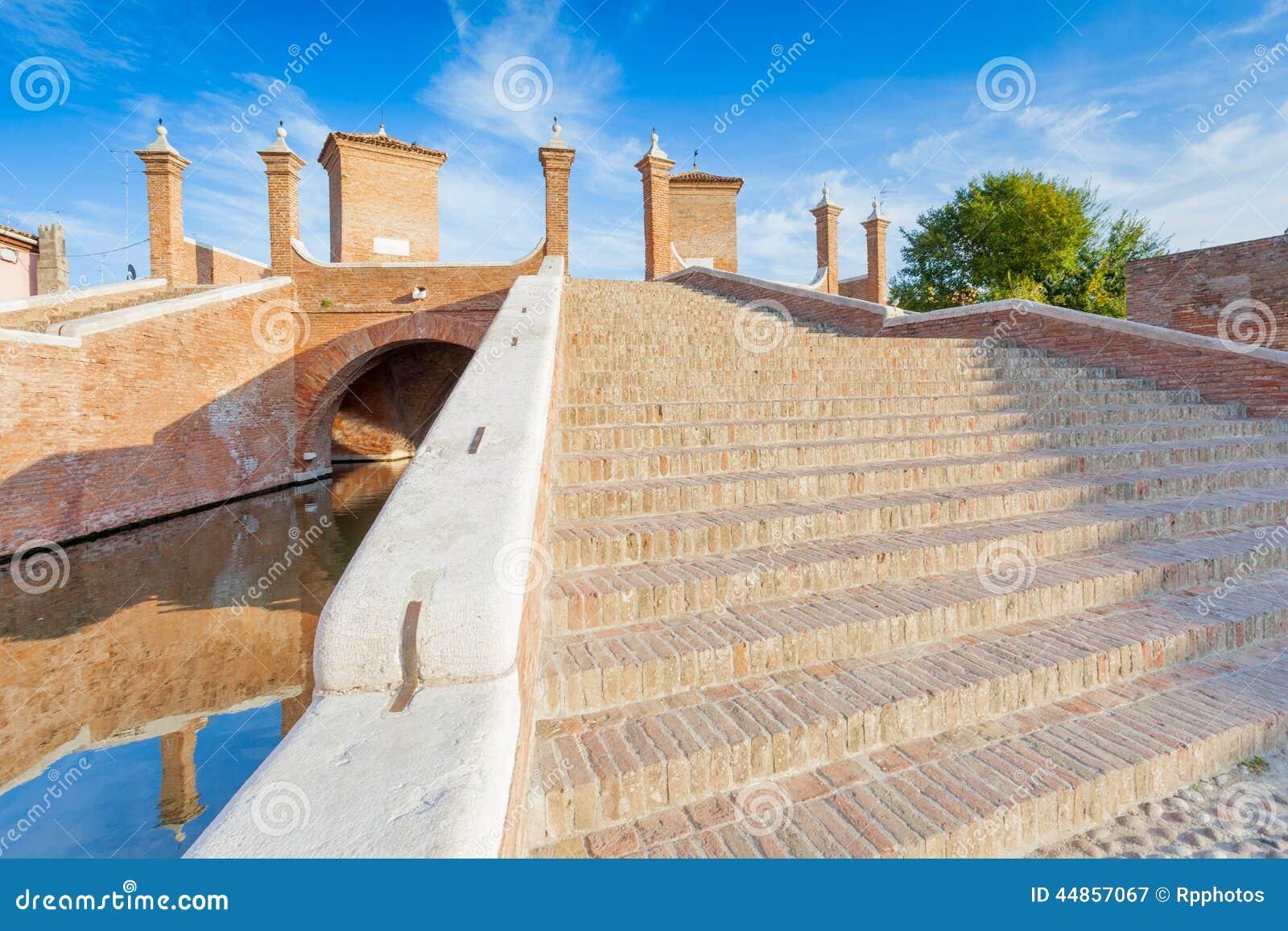 Puente de Trepponti en Comacchio, Ferrara, Italia