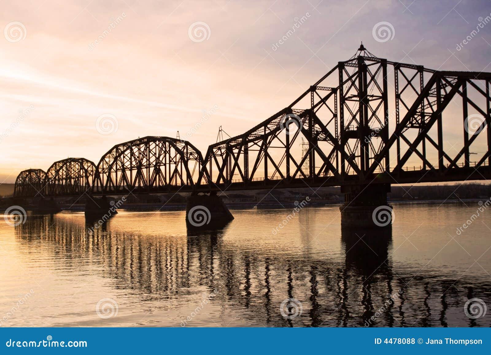 Puente del ferrocarril sobre el río de Missouri