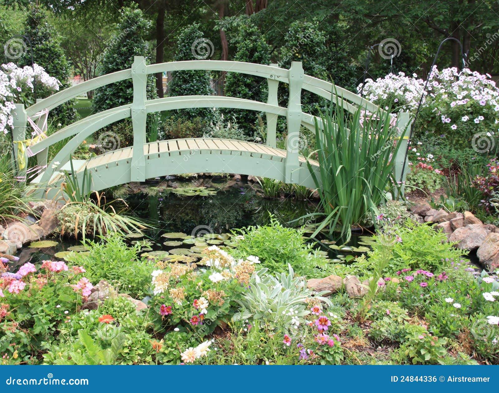 Puente del jardín del arco iris