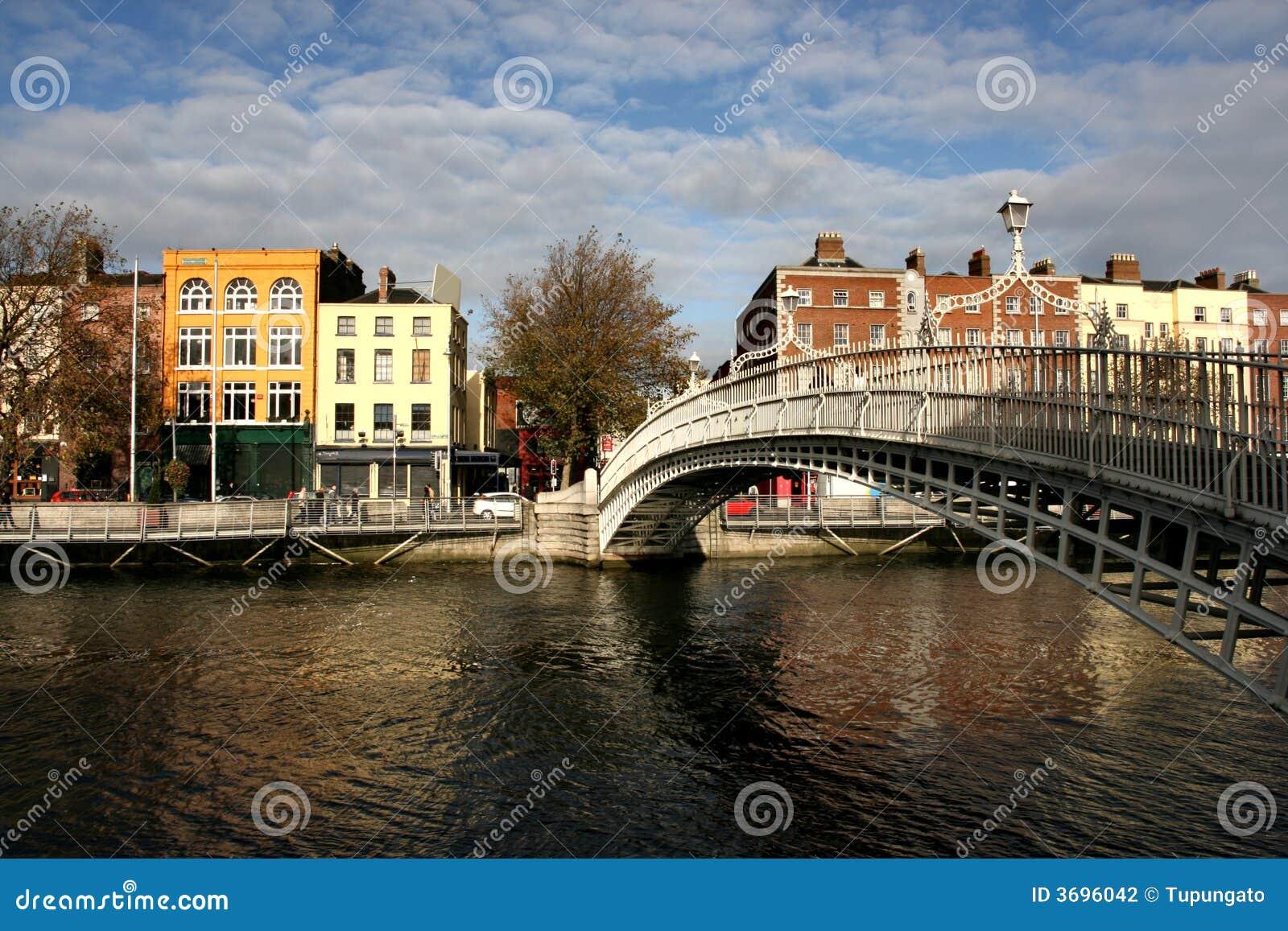 Puente del medio penique en Dublín