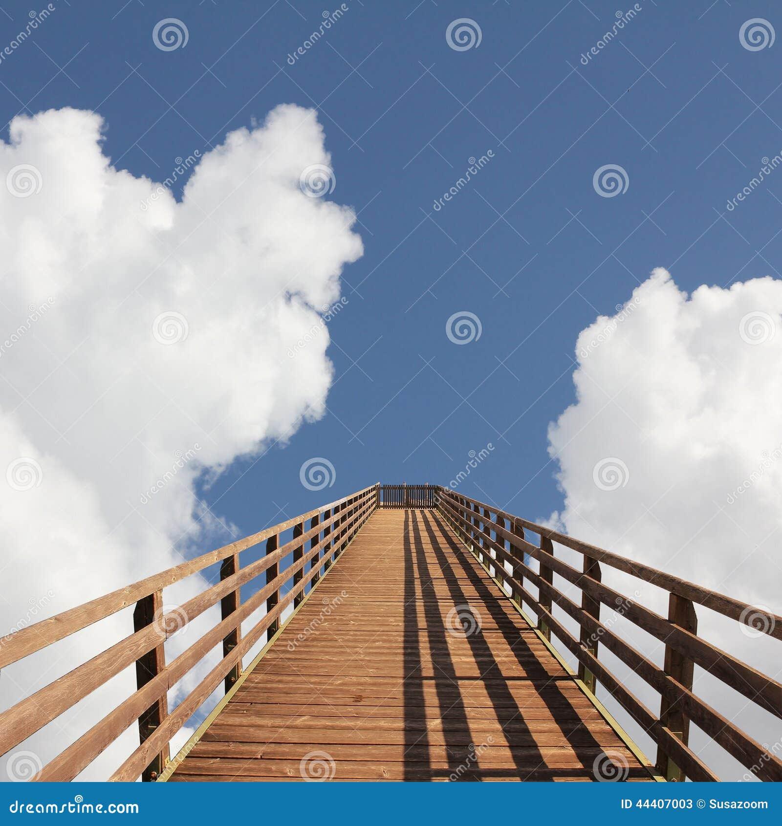 Puente en cielo