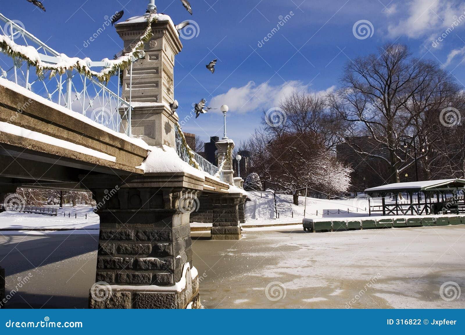 Puente en el invierno