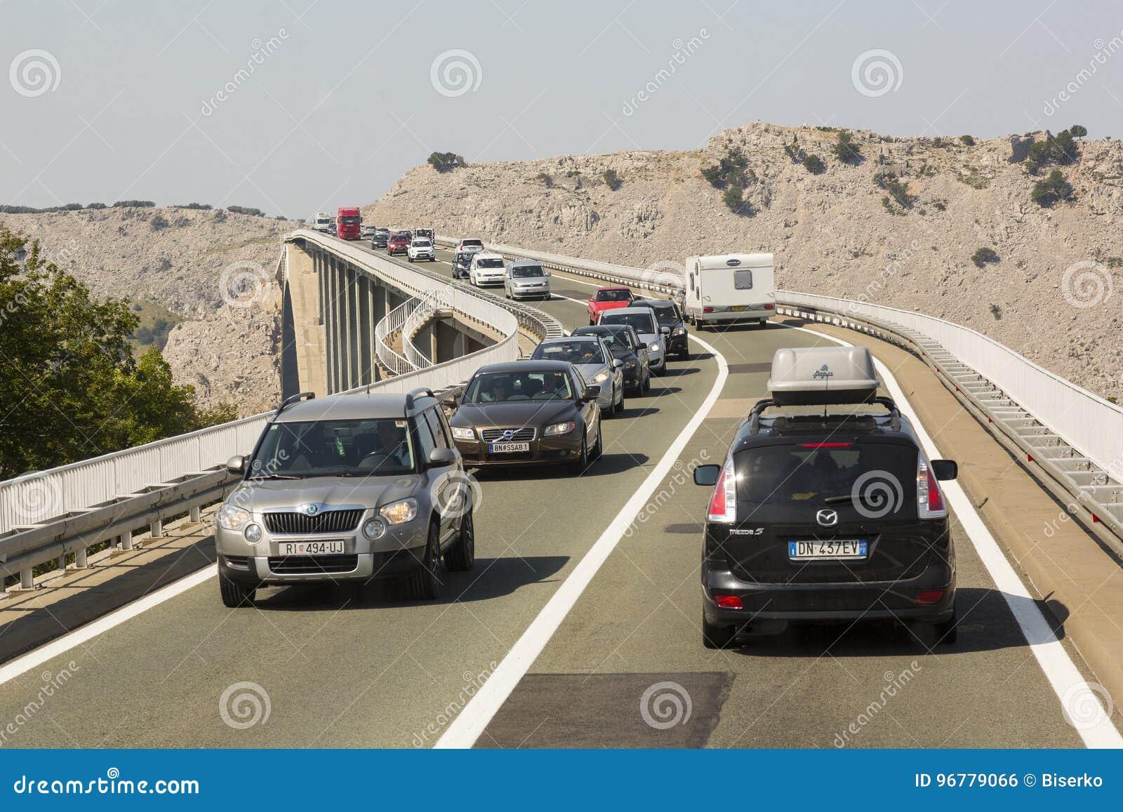 Puente en la isla Krk, Croacia