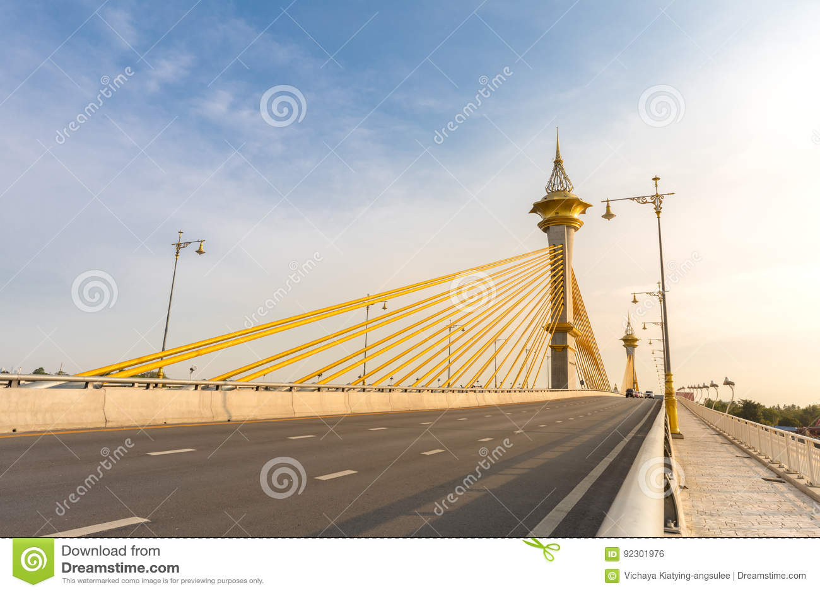 Puente en Nonthaburi Tailandia