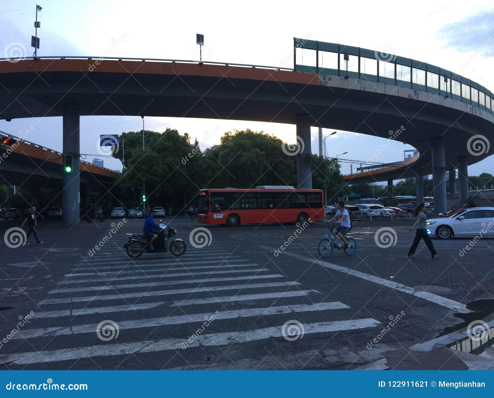 Puente espiral del acercamiento