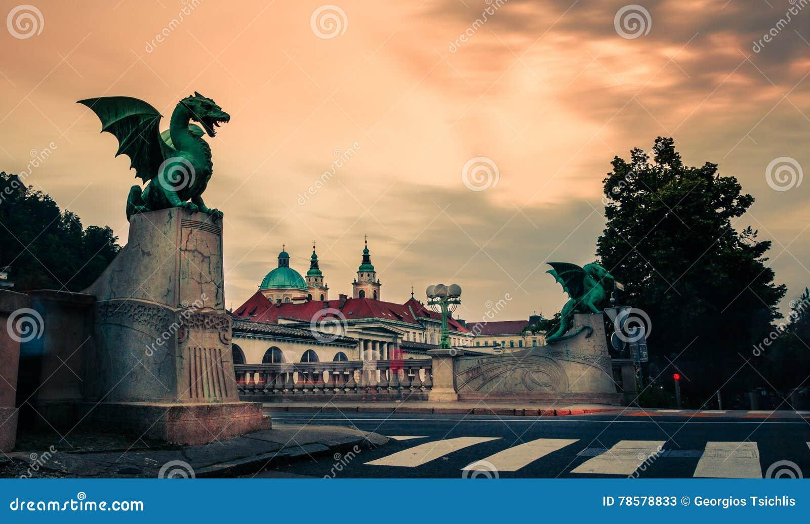 Puente famoso del dragón y x28; Most& x29 de Zmajski; , símbolo de Ljubljana, capital de Eslovenia
