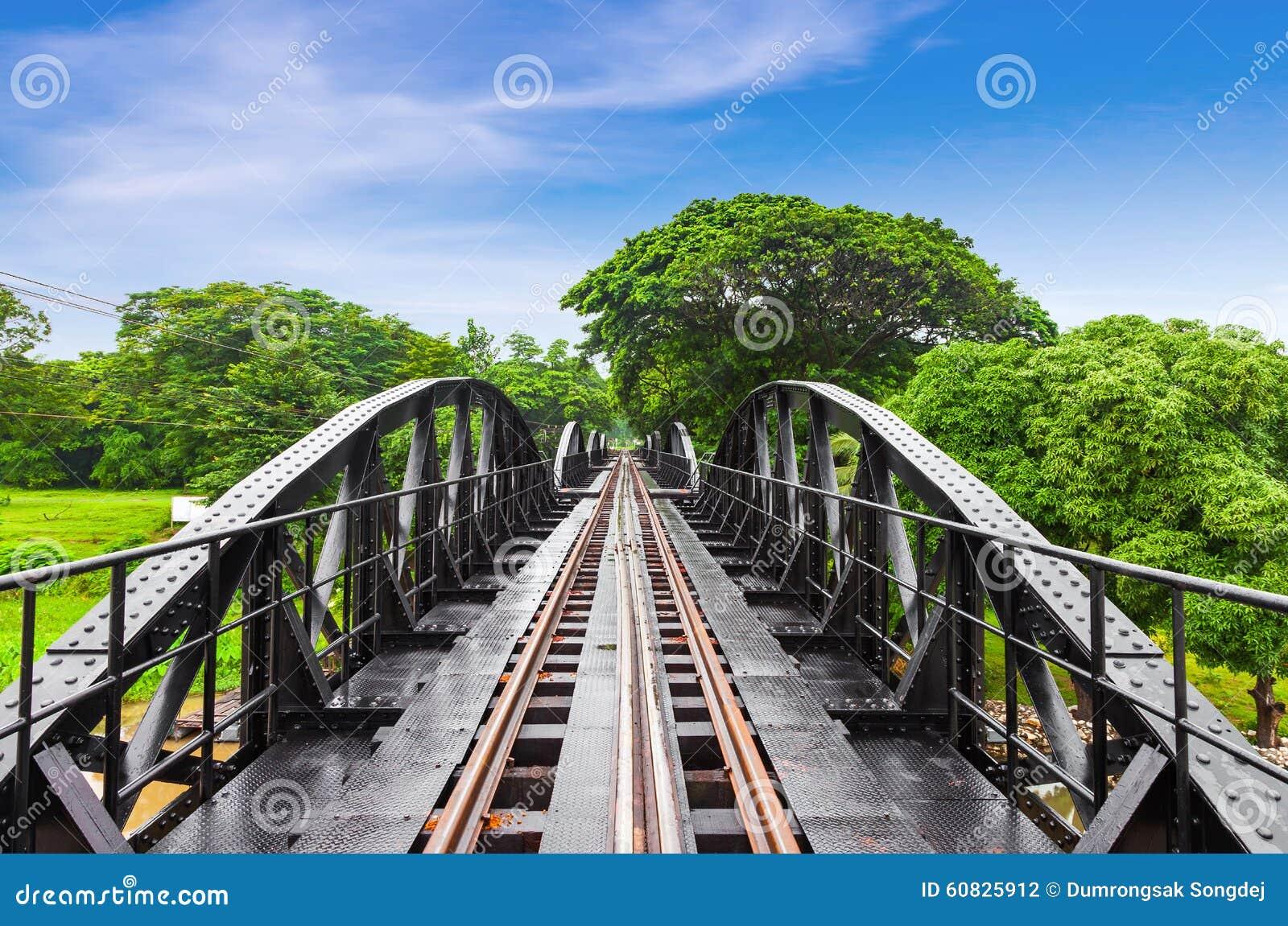 Puente ferroviario de la historia de la guerra mundial, río Kwai, Tailandia del metal