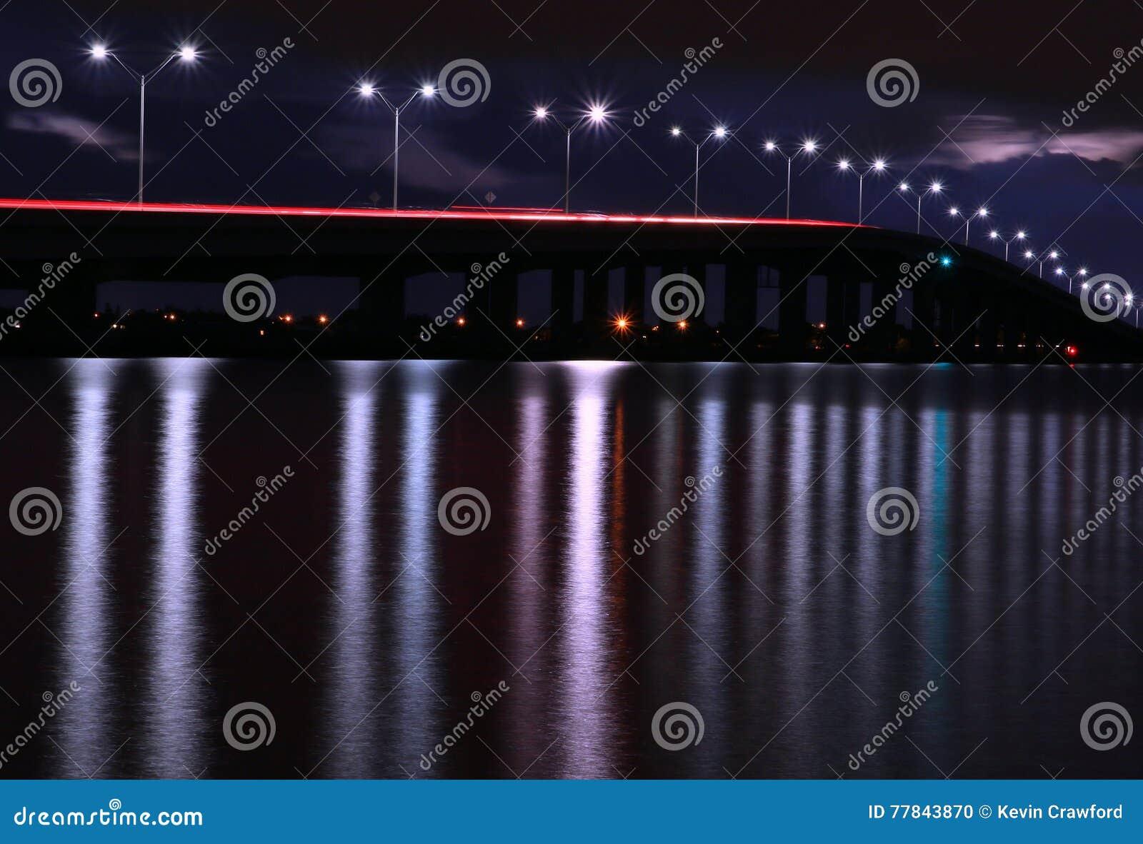 Puente largo de la exposición