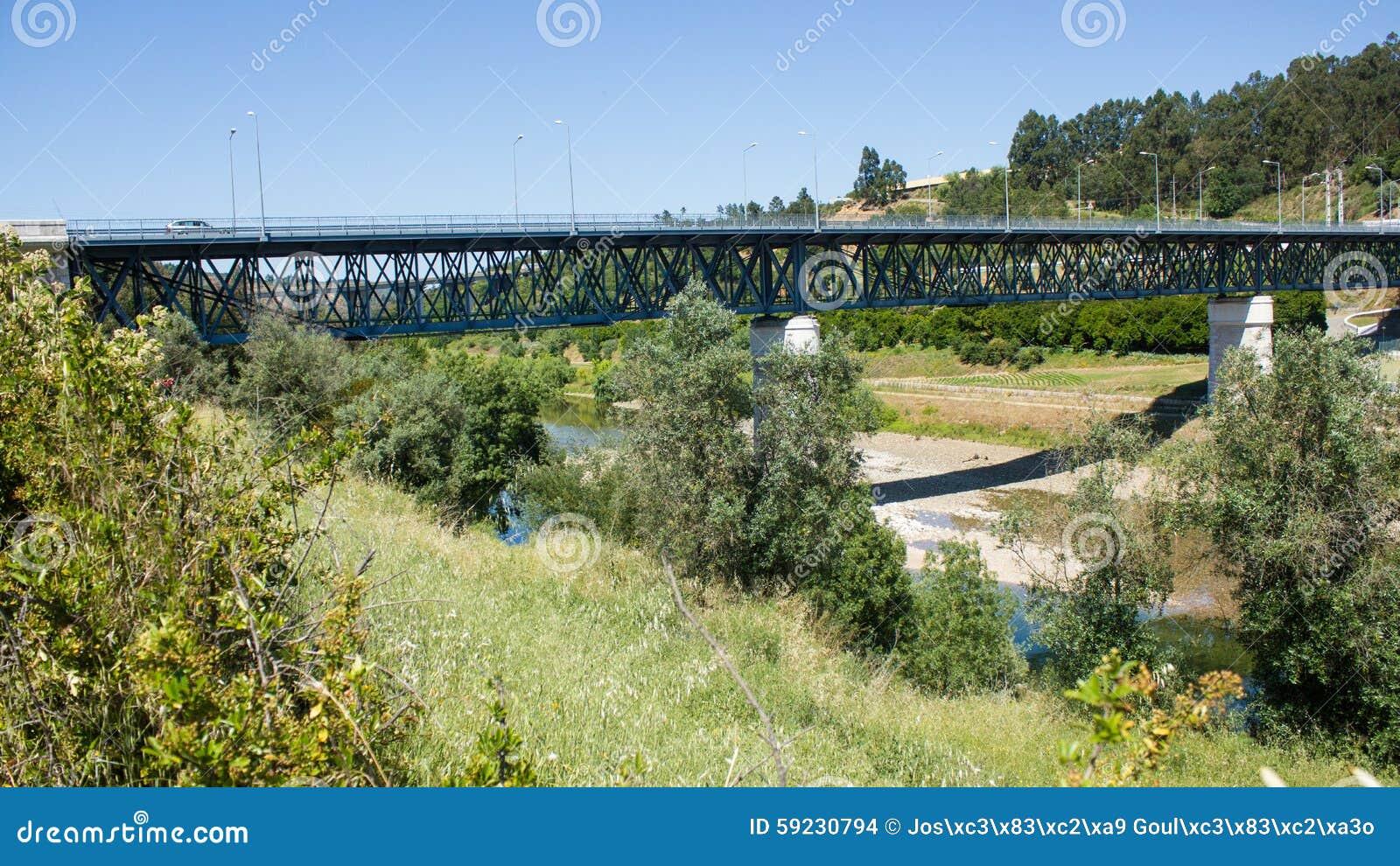 Download Puente Sobre El Río De Zêzere, Segundo Proyecto De Constância De La Casa De Eiffel, En El Distrito De Santarém, Portugal Foto de archivo - Imagen de ambiente, ambiental: 59230794