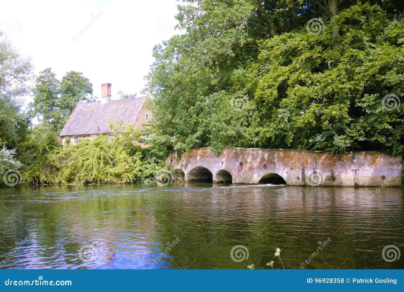 Puente viejo del molino