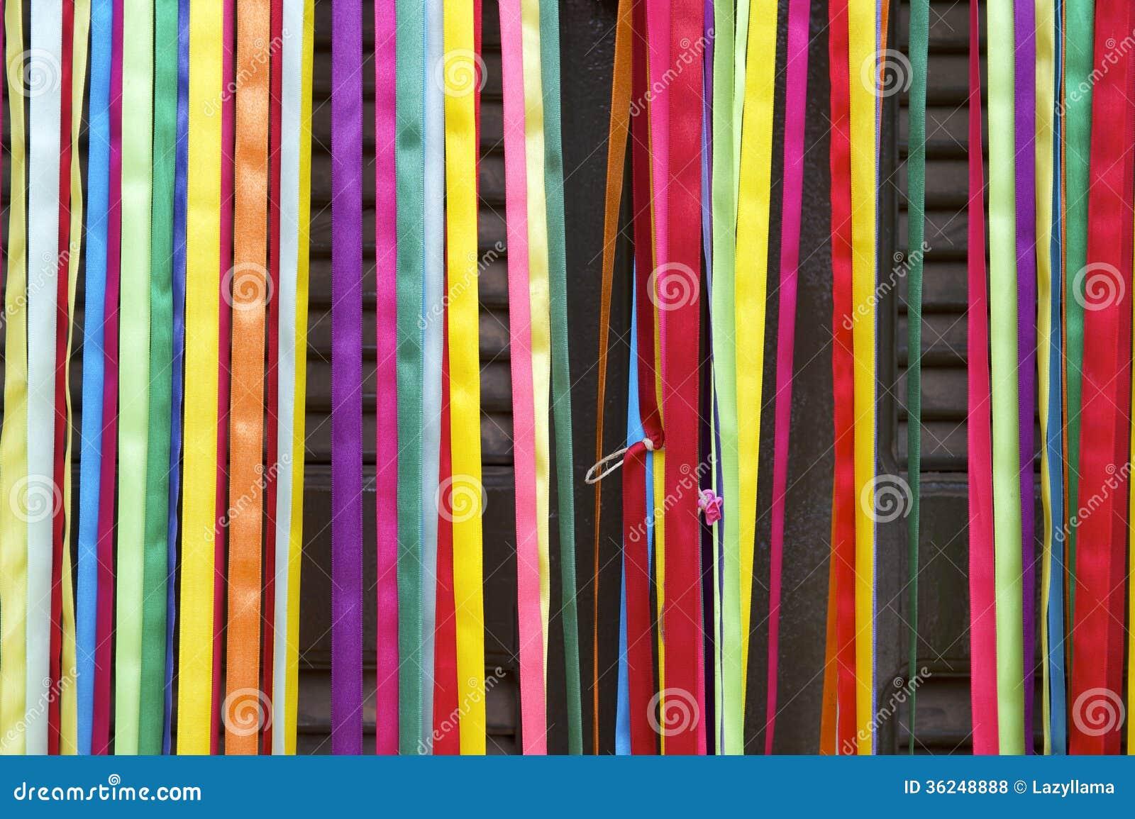 Puerta colorida del brasile o de las cintas del carnaval - Como hacer cortinas de tiras ...