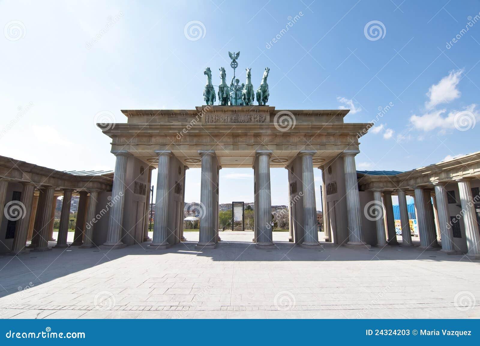 Puerta de Brandenburgo en escala en el parque del Europa, Madrid