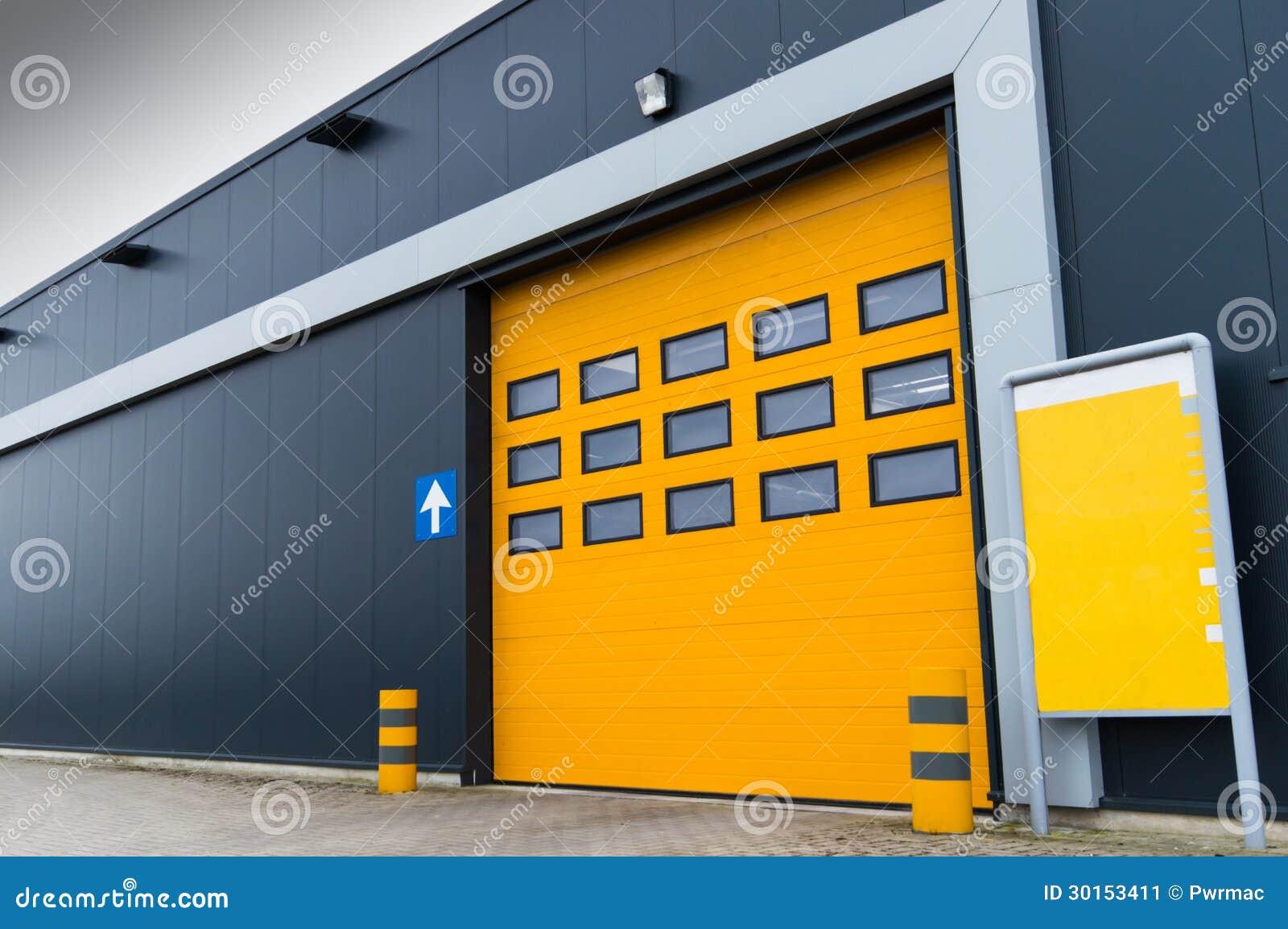 Puerta de carga amarilla