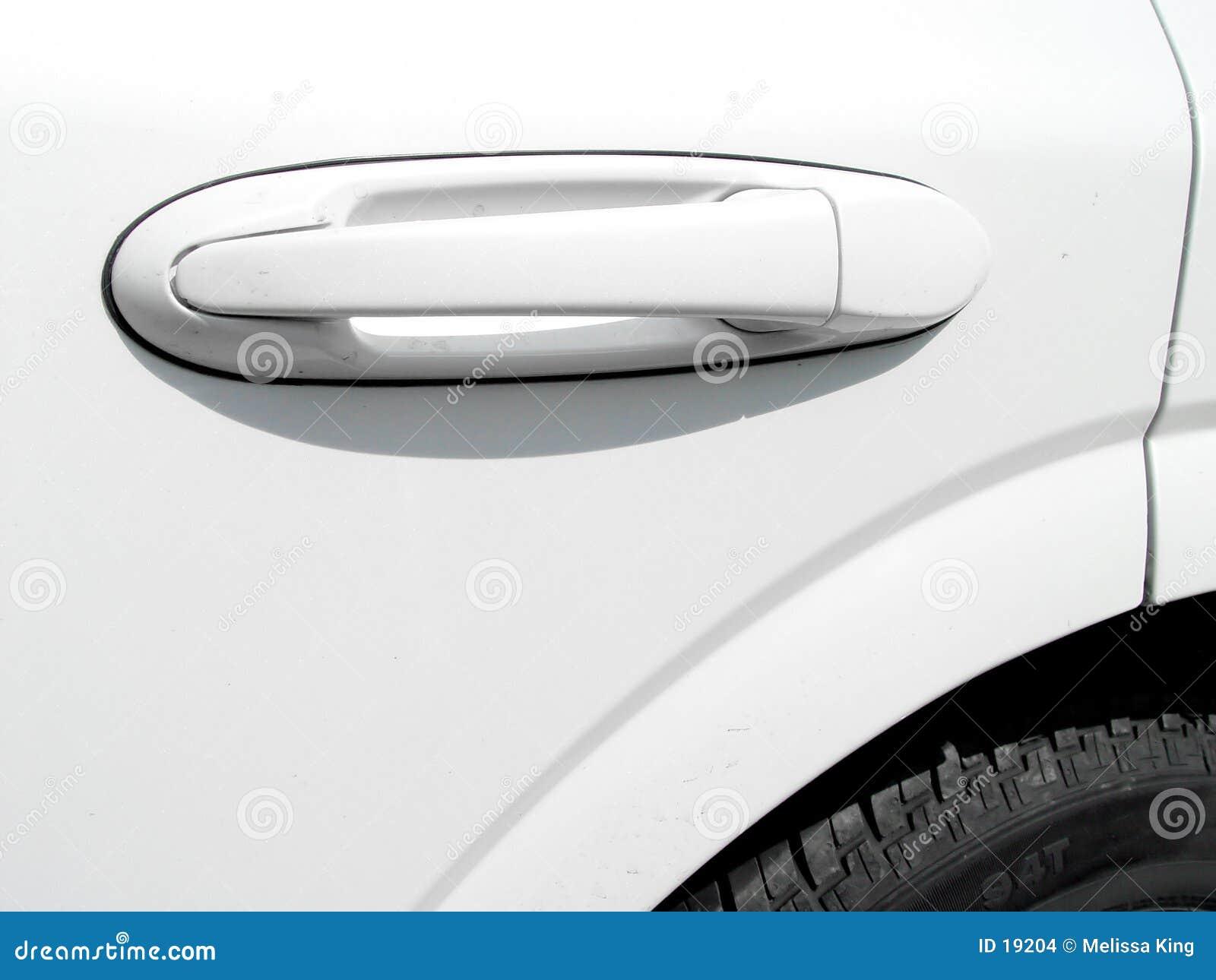 Puerta de coche con la maneta