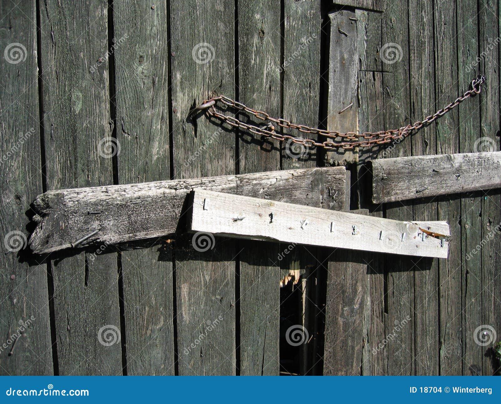 Puerta de granero cerrada