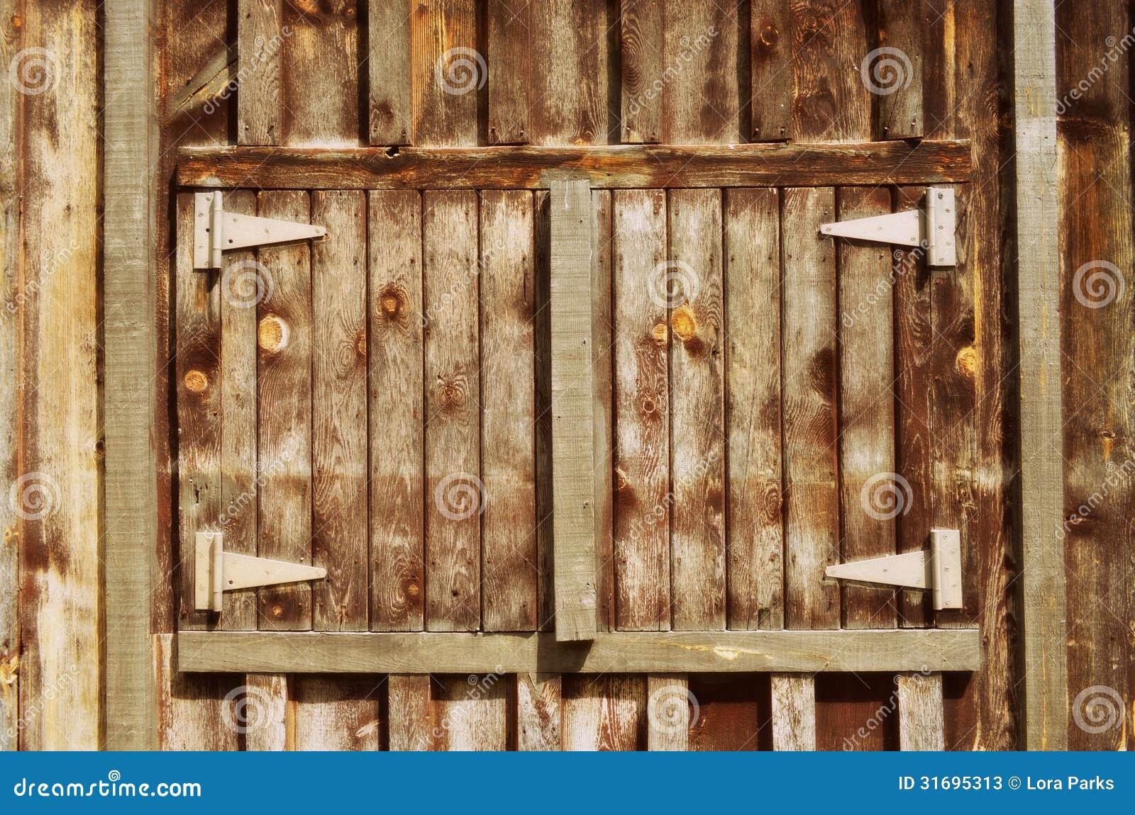Puerta de granero de madera vieja imagen de archivo for Puerta granero madera