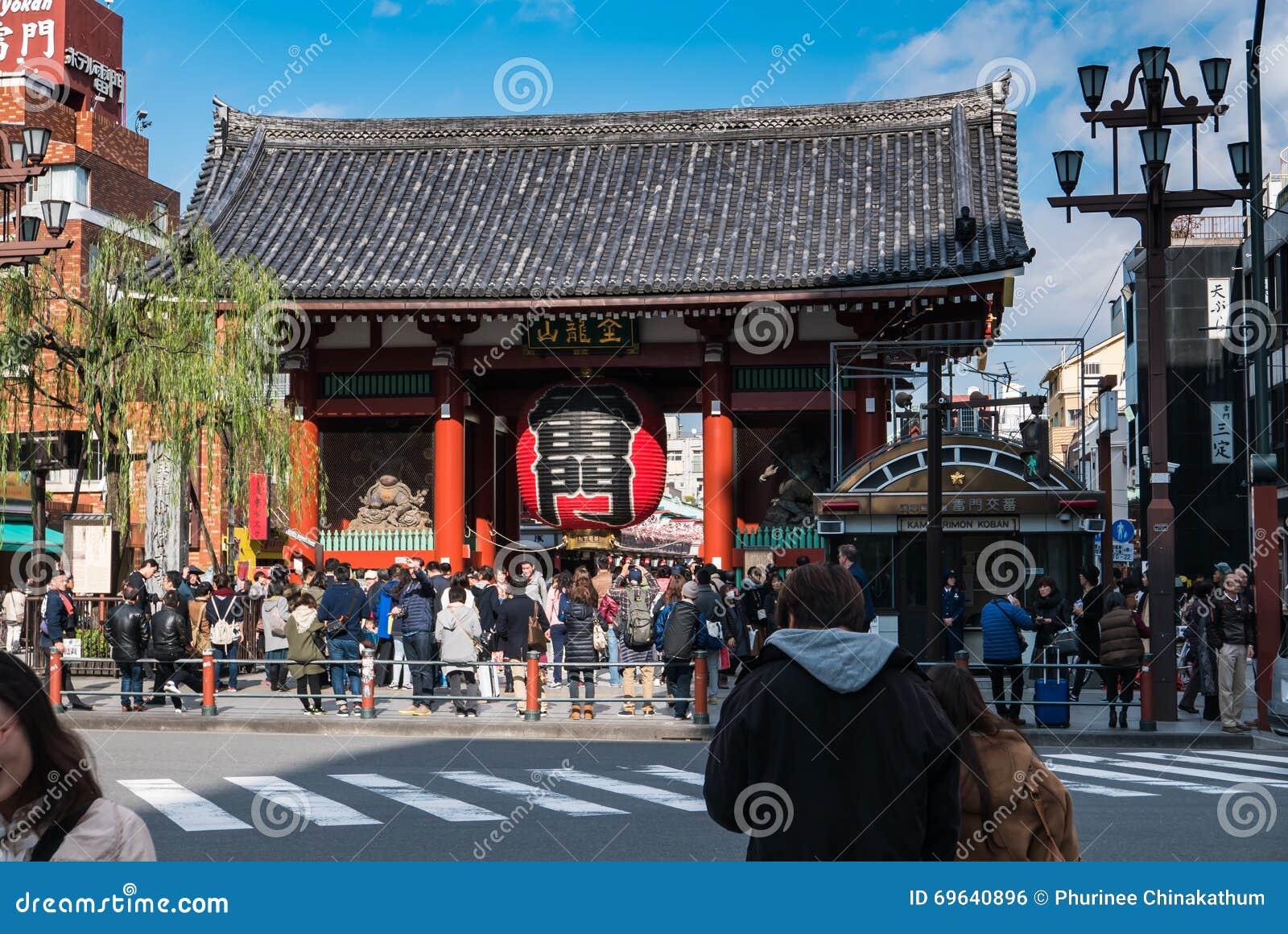 Puerta de kaminarimon trueno del templo de sensoji for Puerta kaminarimon