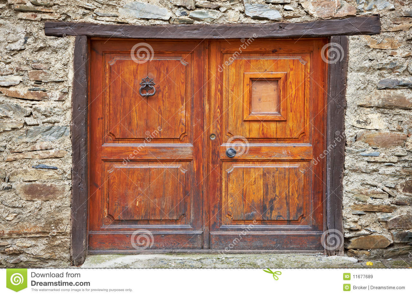 Puerta de madera antigua for Fotos de puertas de madera antiguas