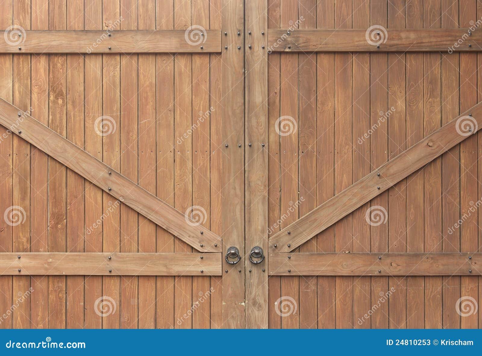 Puerta de madera antigua fotos de archivo imagen 24810253 for Puertas interiores antiguas madera