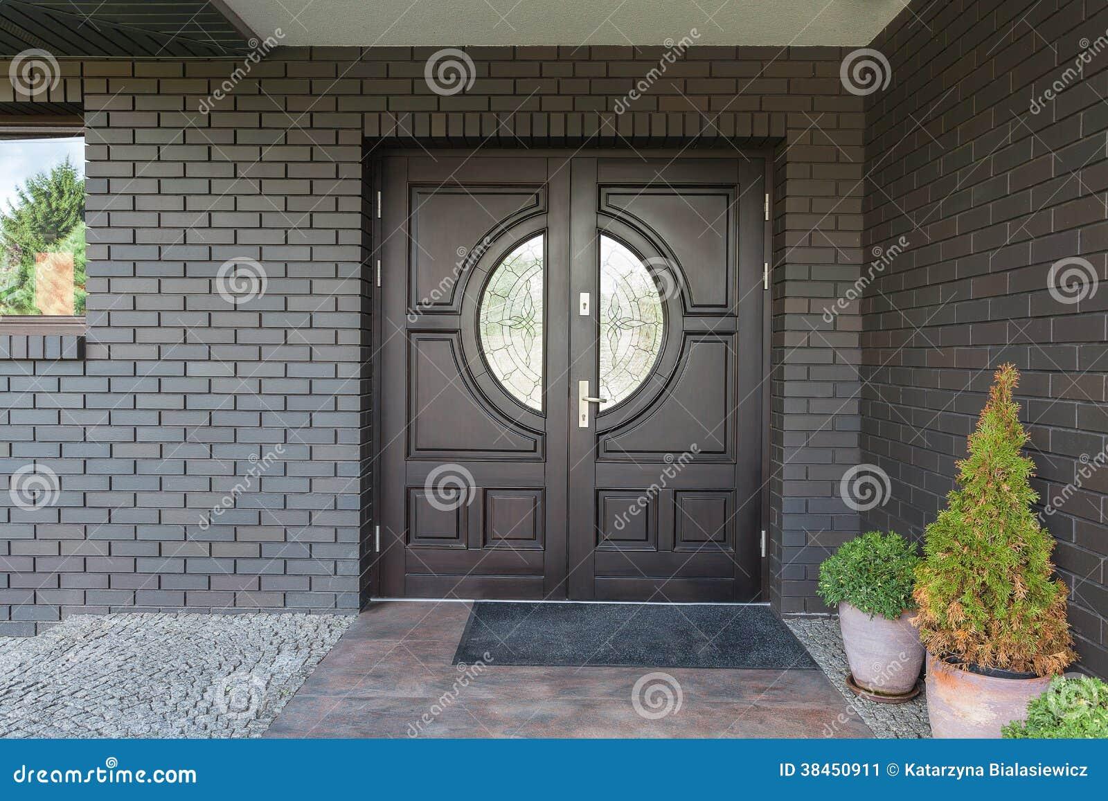 Puerta de madera con el vidrio imagen de archivo imagen for Puertas de entrada de madera y vidrio
