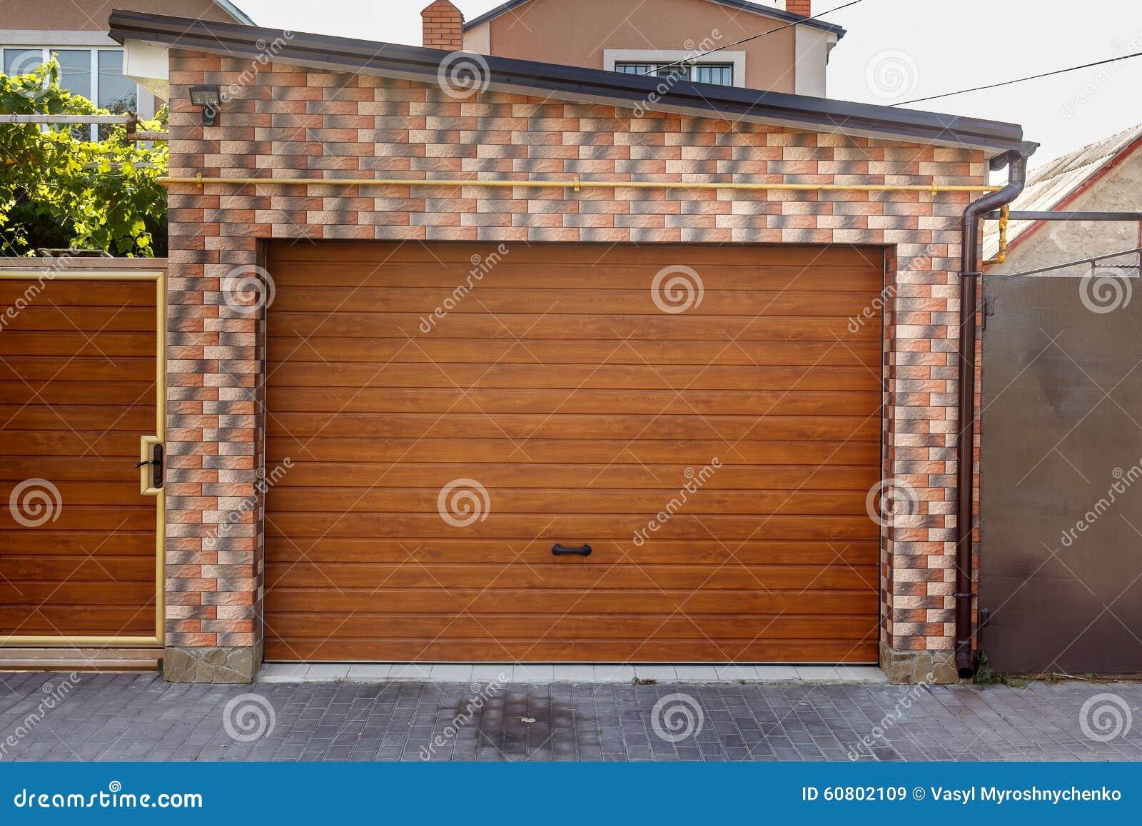 Puerta garaje madera gallery of puerta de garaje - Garaje de madera ...