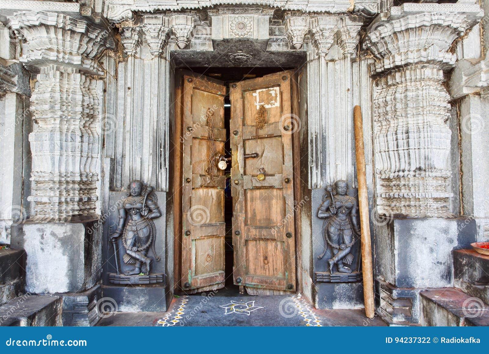 Puerta De Madera En Templo Hind Hist Rico Con Las Paredes