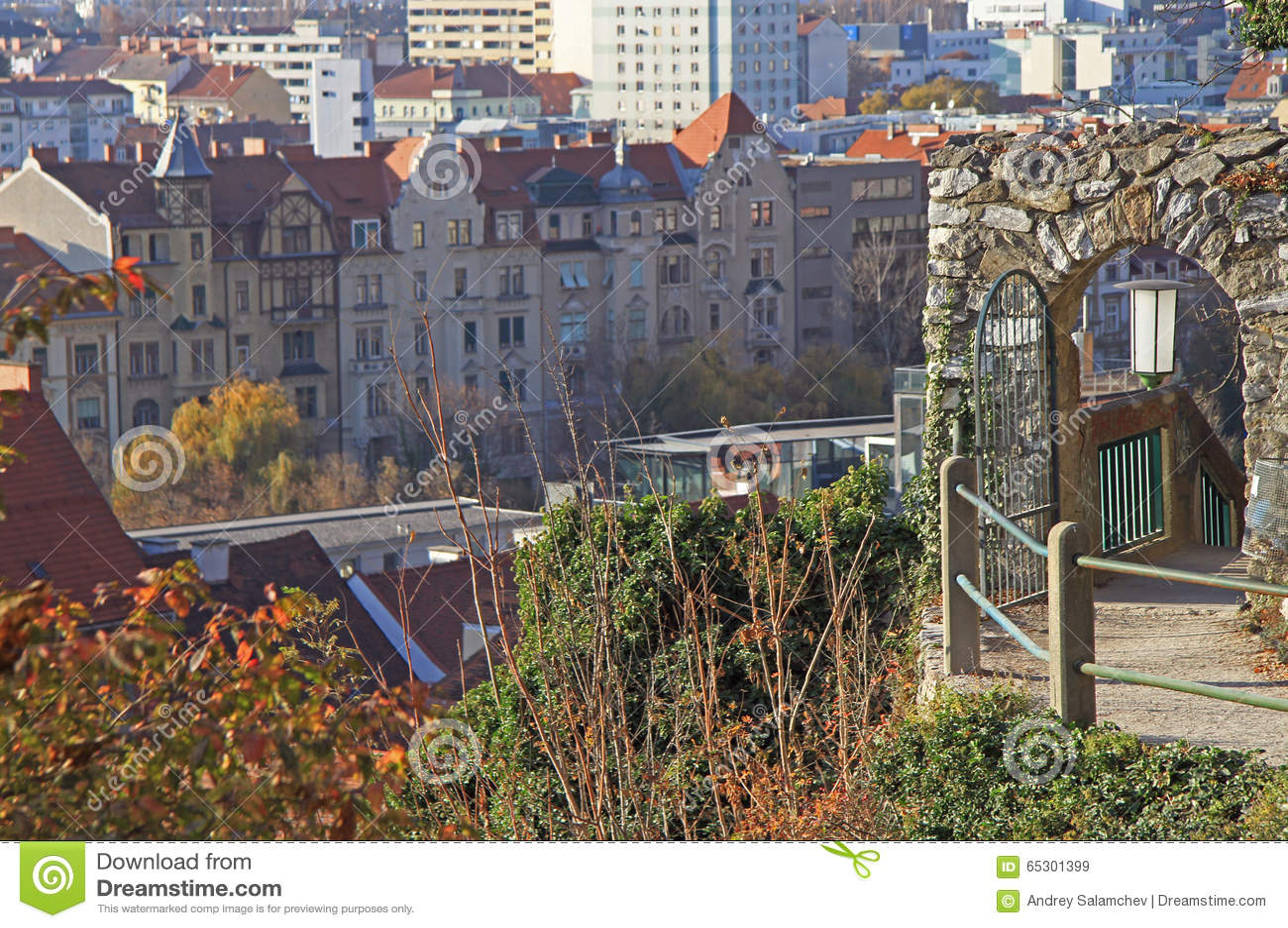Puerta Del Metal A Parquear En Graz Imagen De Archivo Imagen De