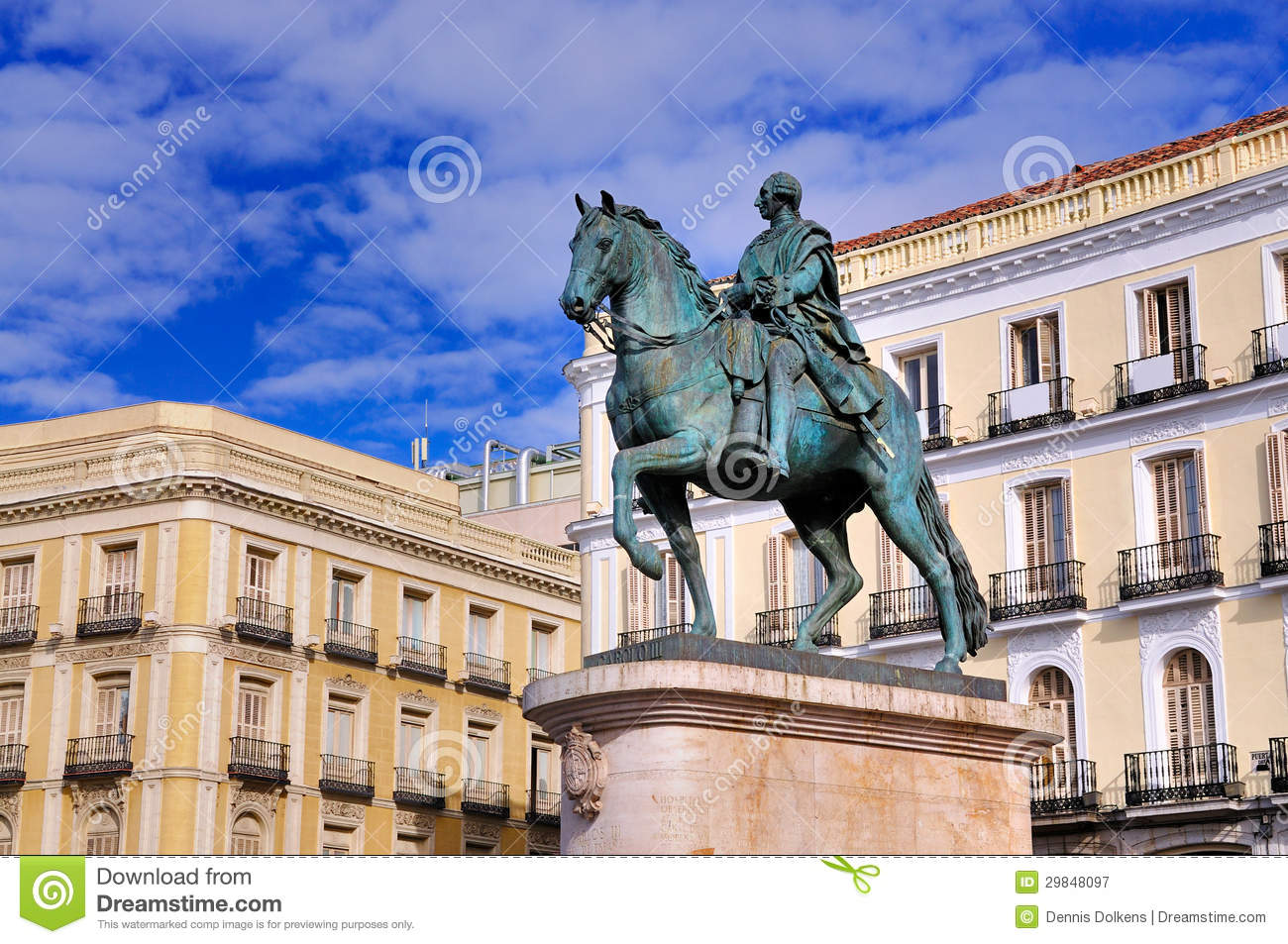 Statue of carlos iii on puerta del sol madrid royalty for Puerta del sol web