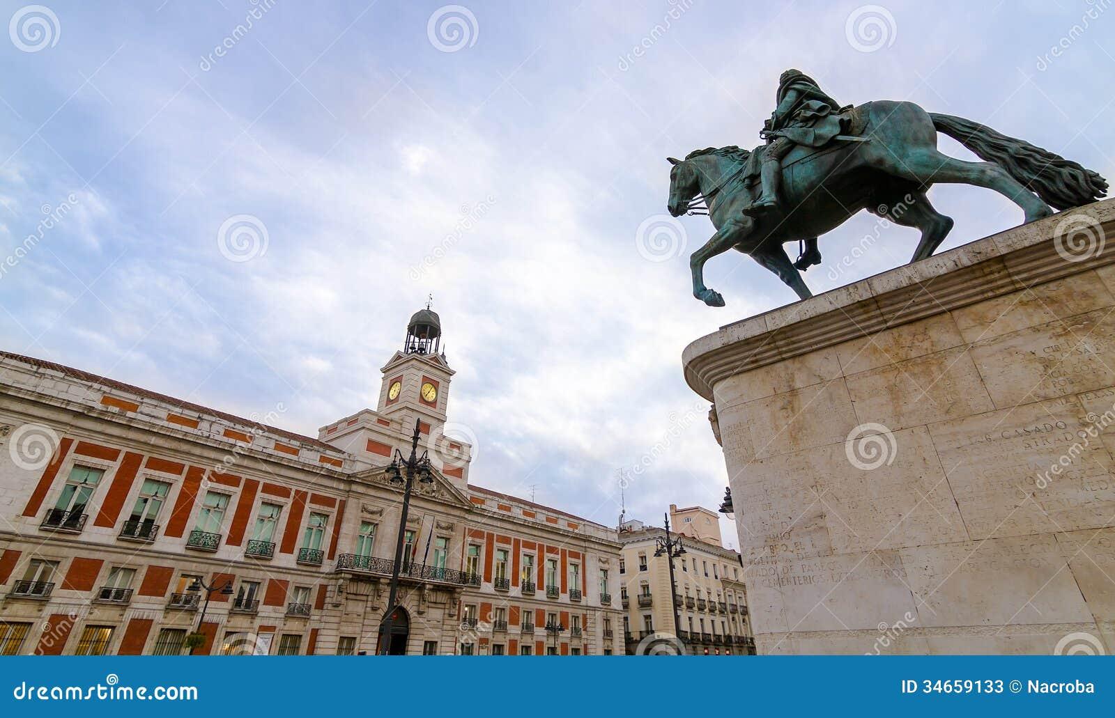 Puerta del sol stock photos image 34659133 for Casa de correos madrid