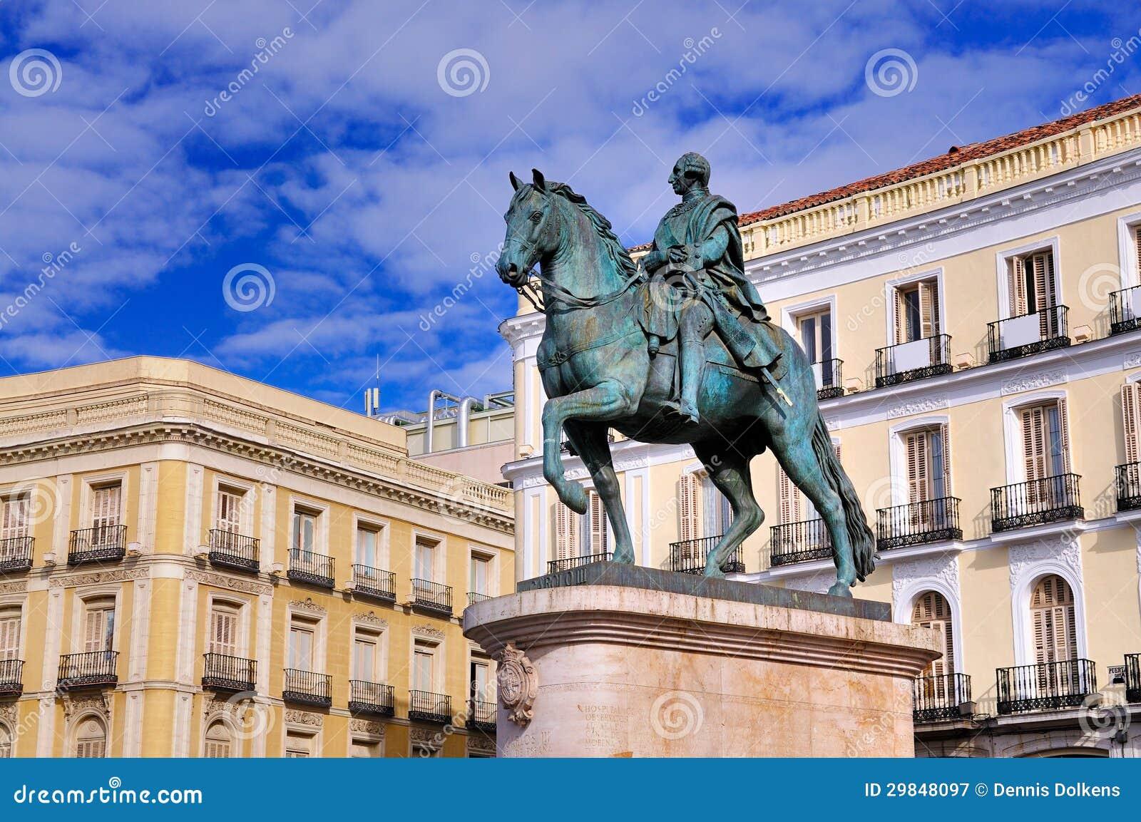 Estátua de Carlos III em Puerta del Solenóide, Madrid