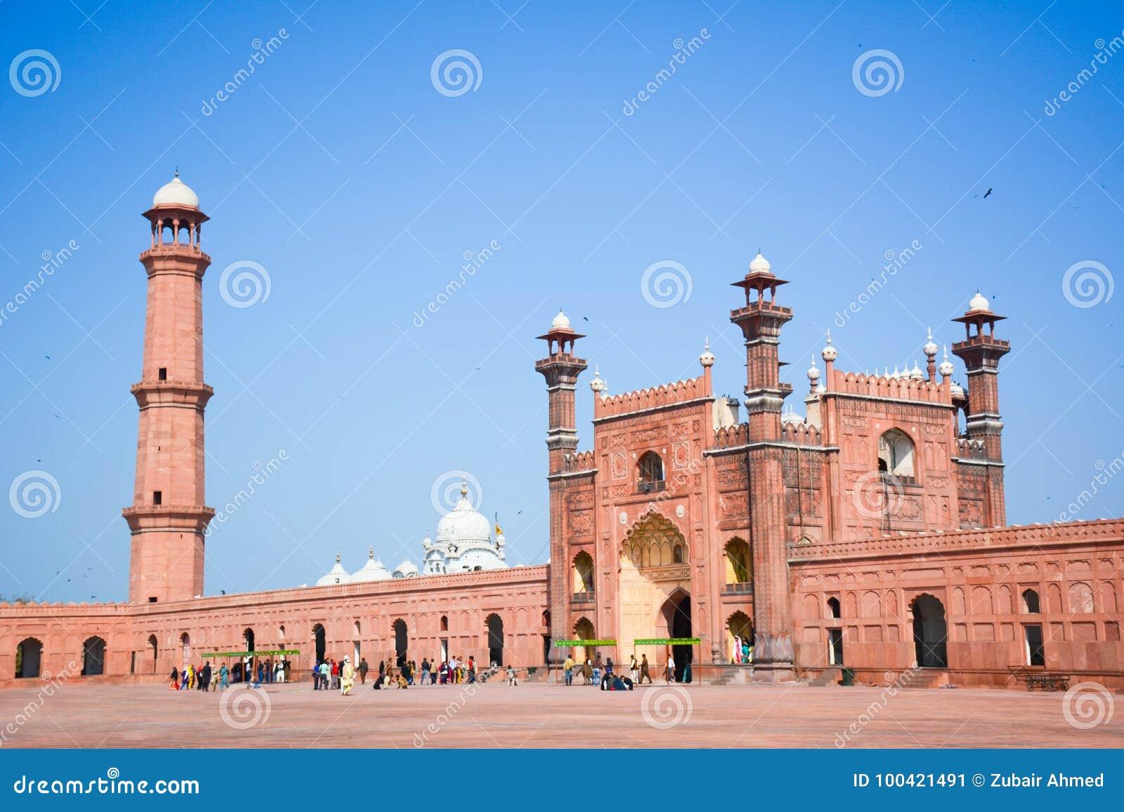 Puerta Lahore del entrence de la mezquita de Badshahi