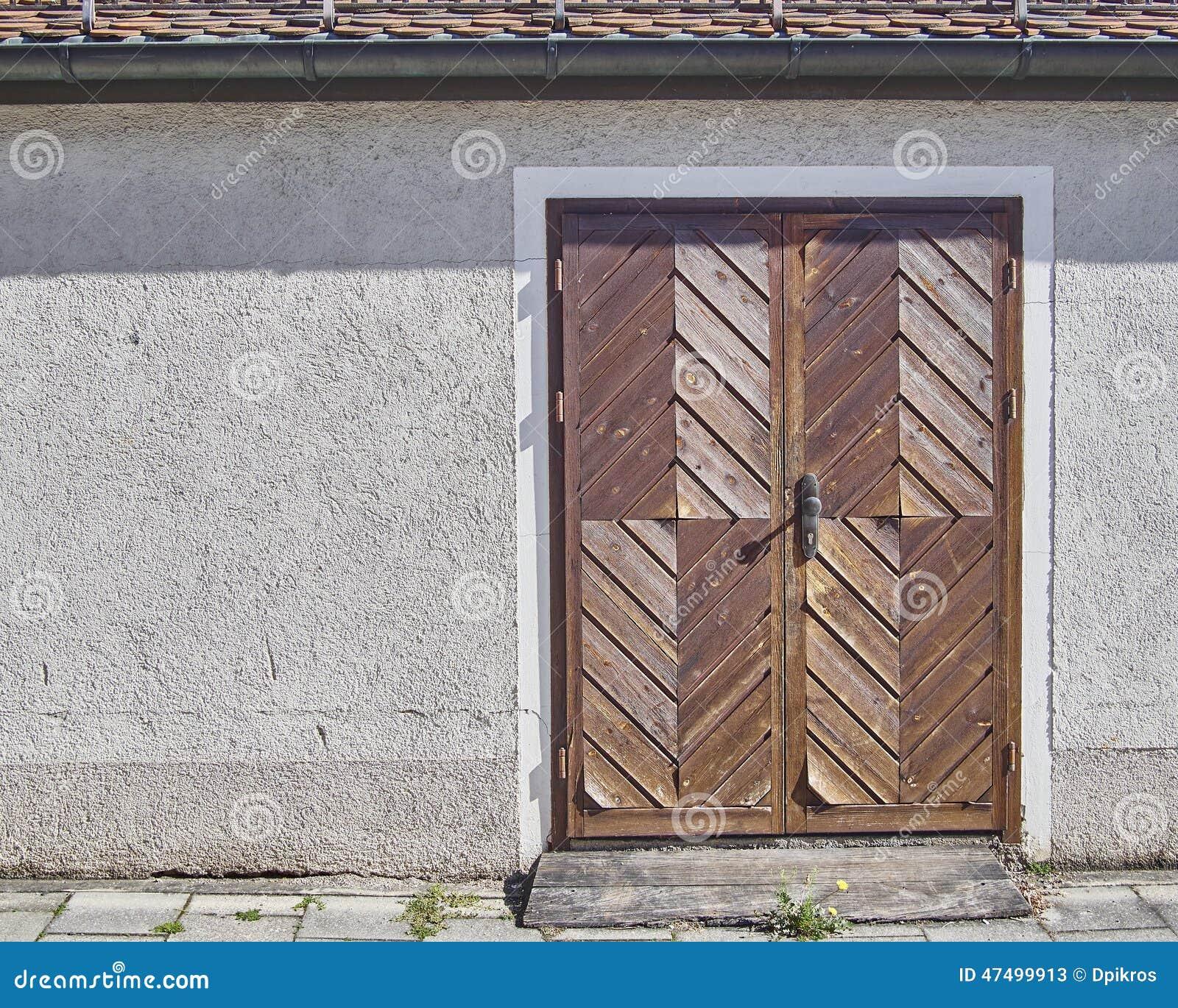 Puerta marrón de madera, Munchen, Alemania