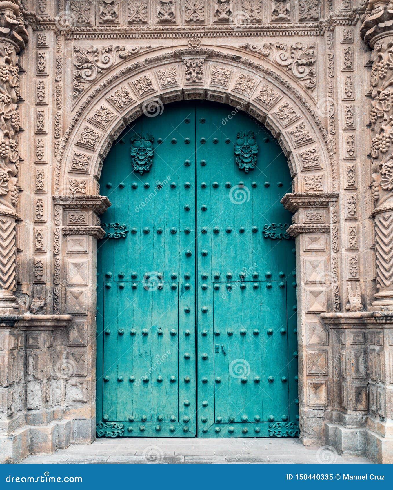 Puerta o entrada a la catedral antigua de Cajamarca Perú