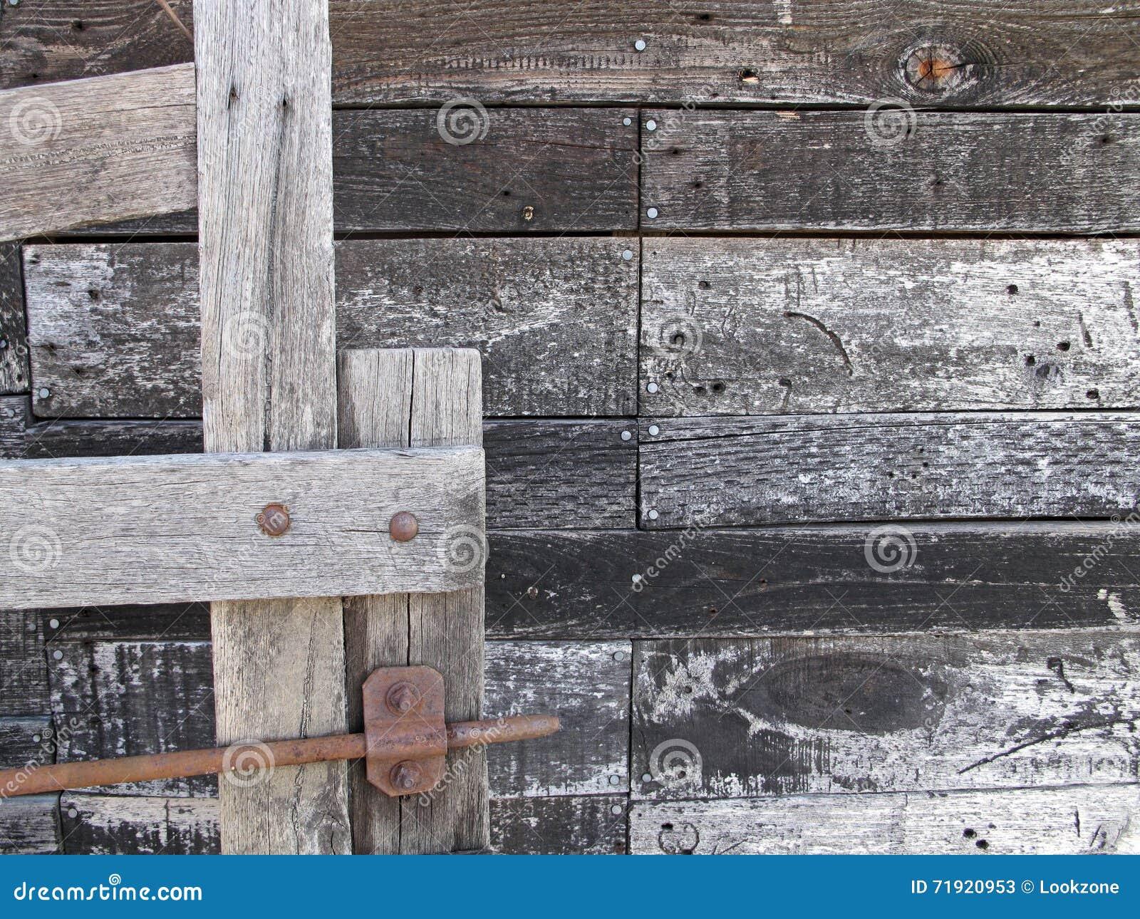 Puerta y apartadero de madera viejos