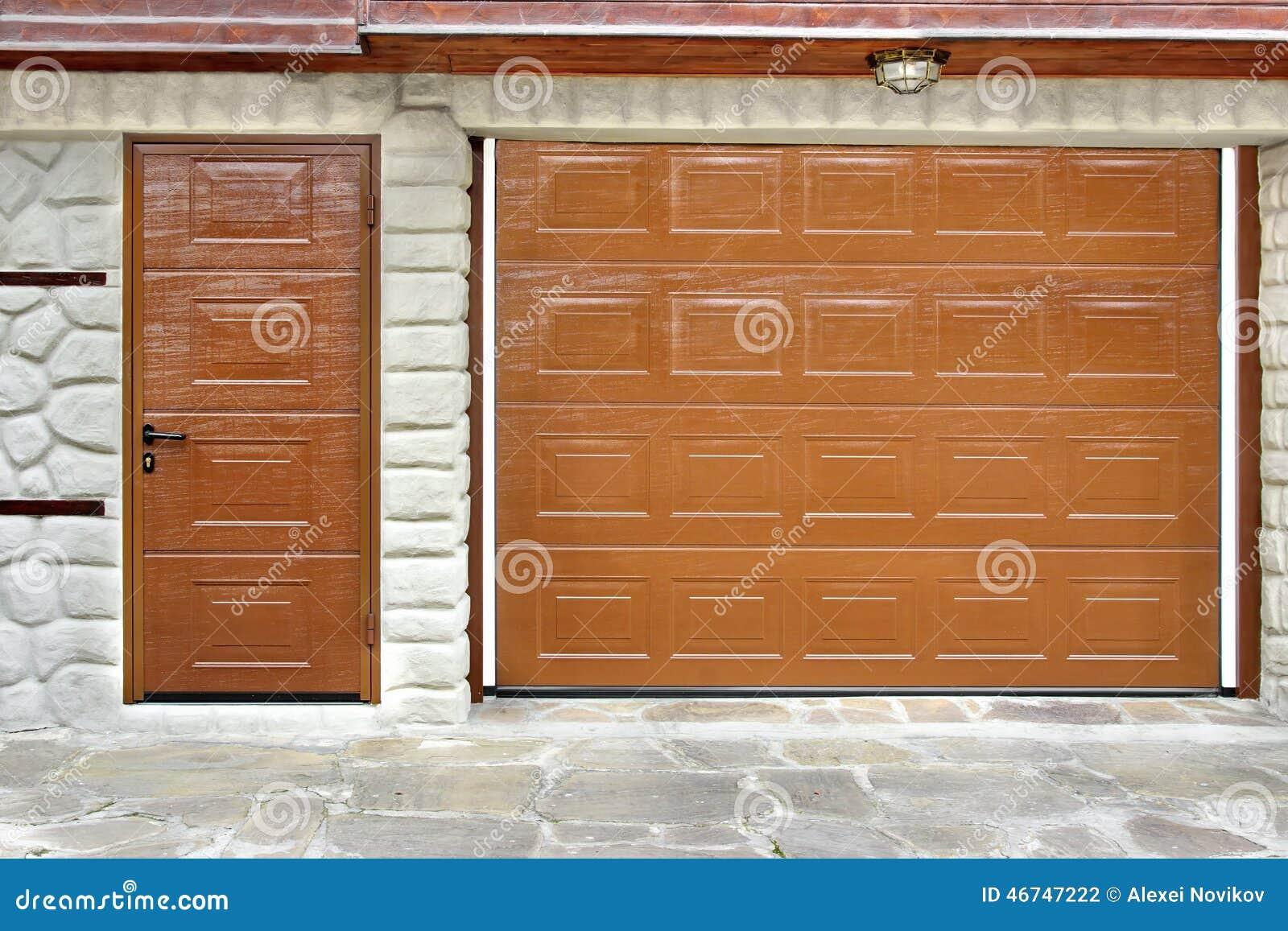 Puerta y puerta autom ticas del garaje del rollo para - Garage de madera ...
